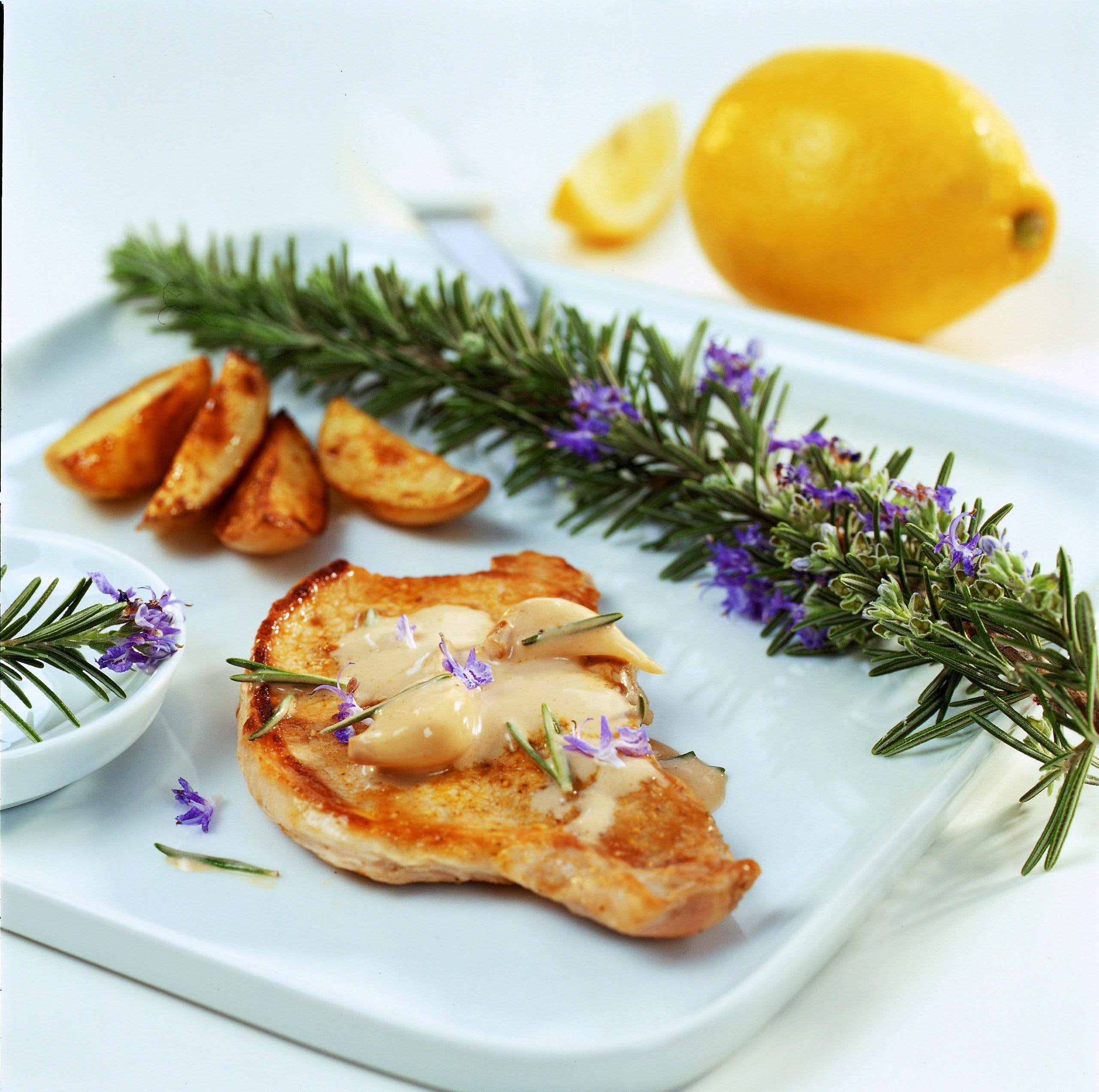 Mini-escalopes de porc à la crème ail-romarin
