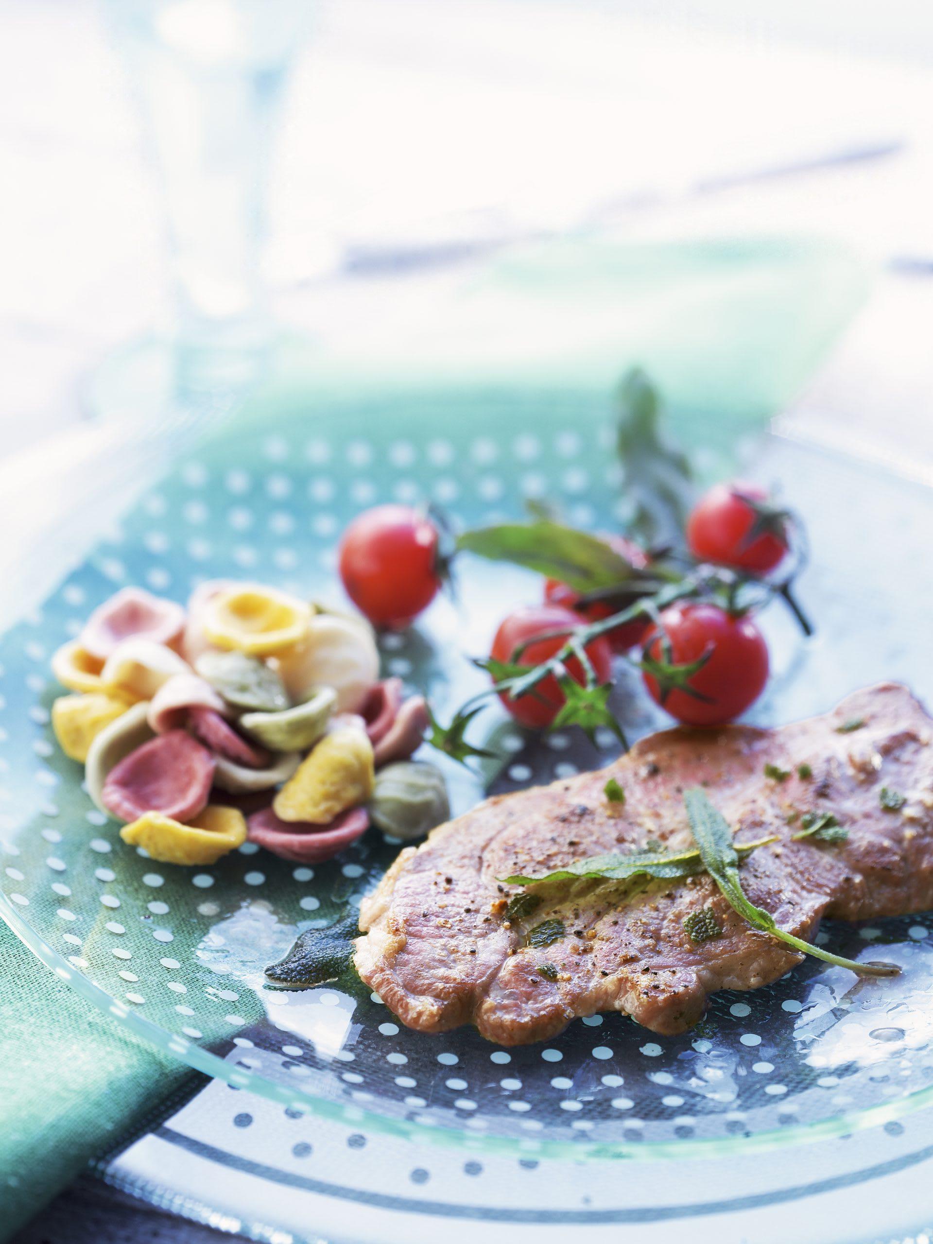 Escalopes de porc et tomates cerise au jus de sauge
