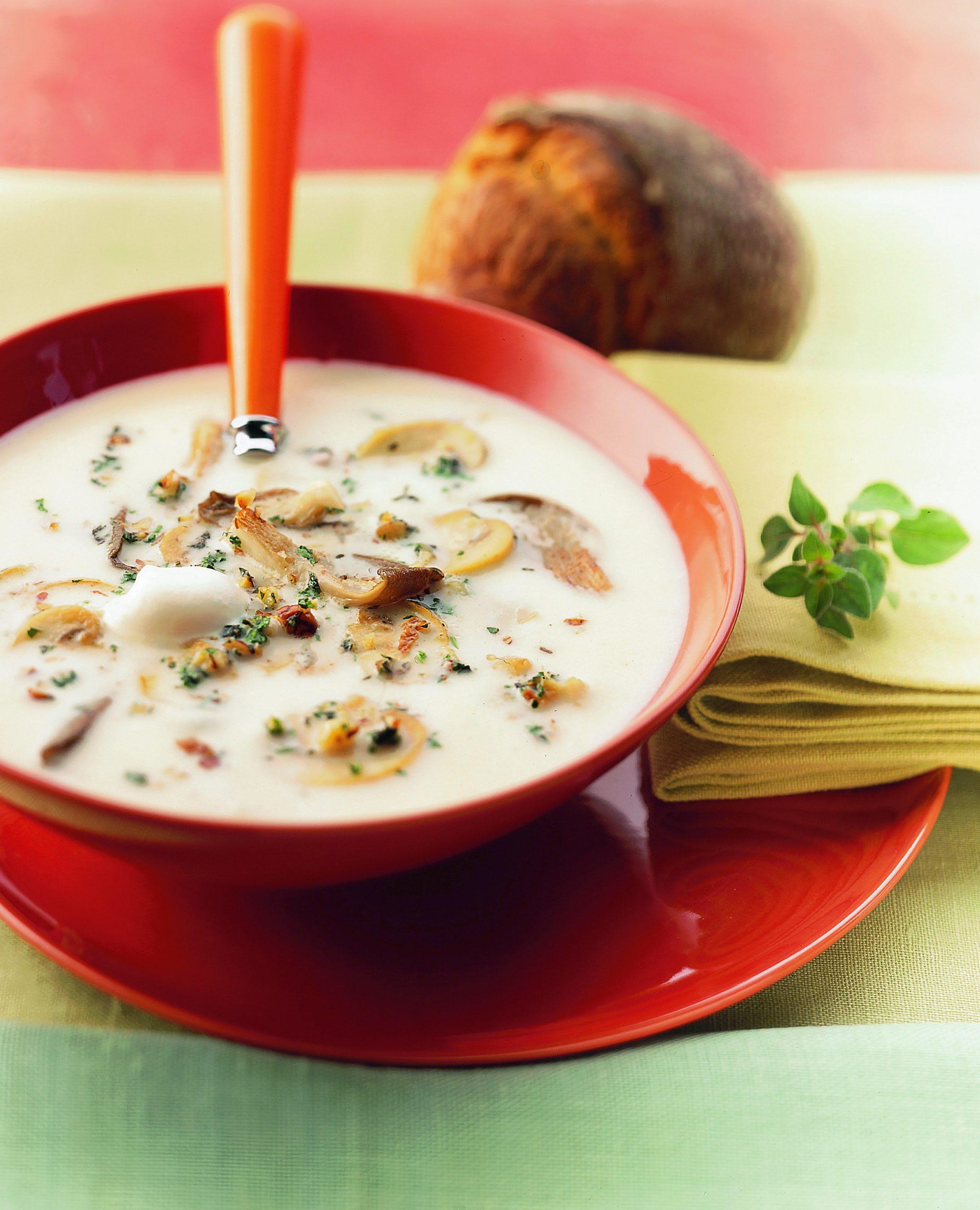 Soupe de céleri aux noix et aux champignons