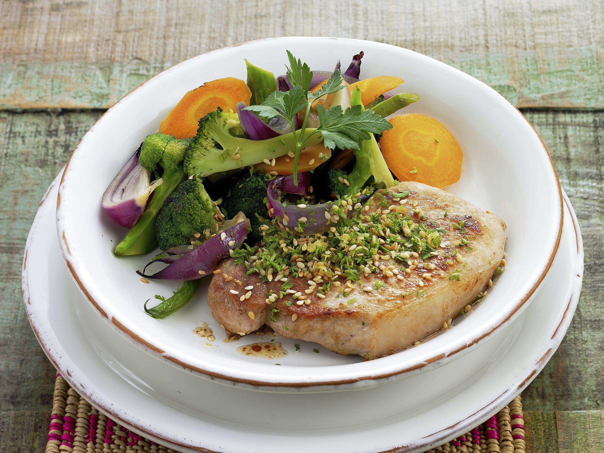 Steaks au sésame et aux légumes