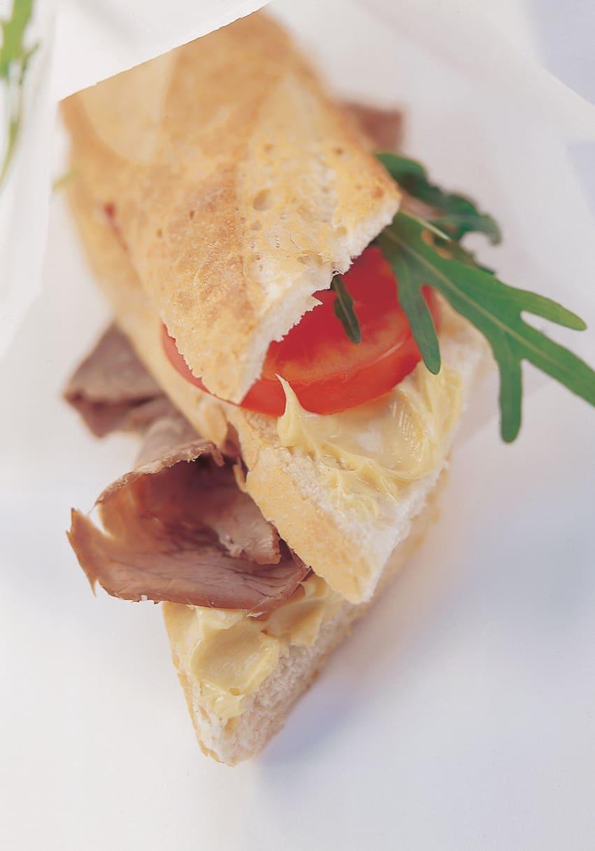 Sandwich au bouilli beurre moutarde et roquette