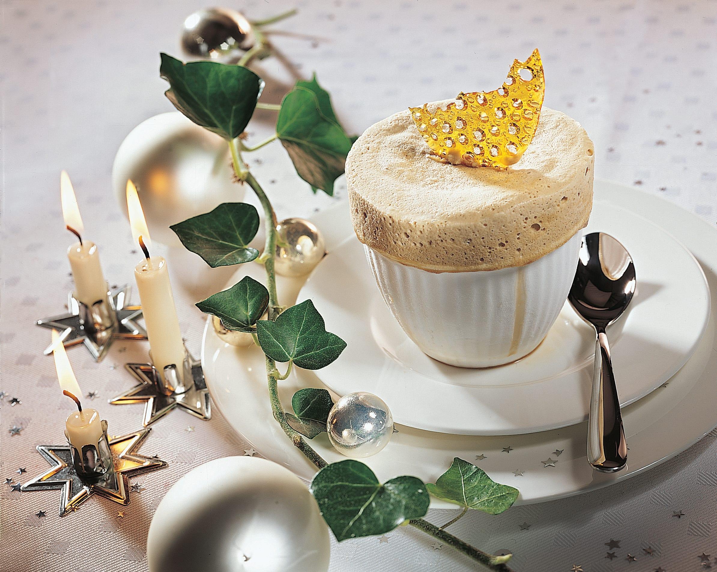 Soufflé glacé espresso mit Goldsplittern