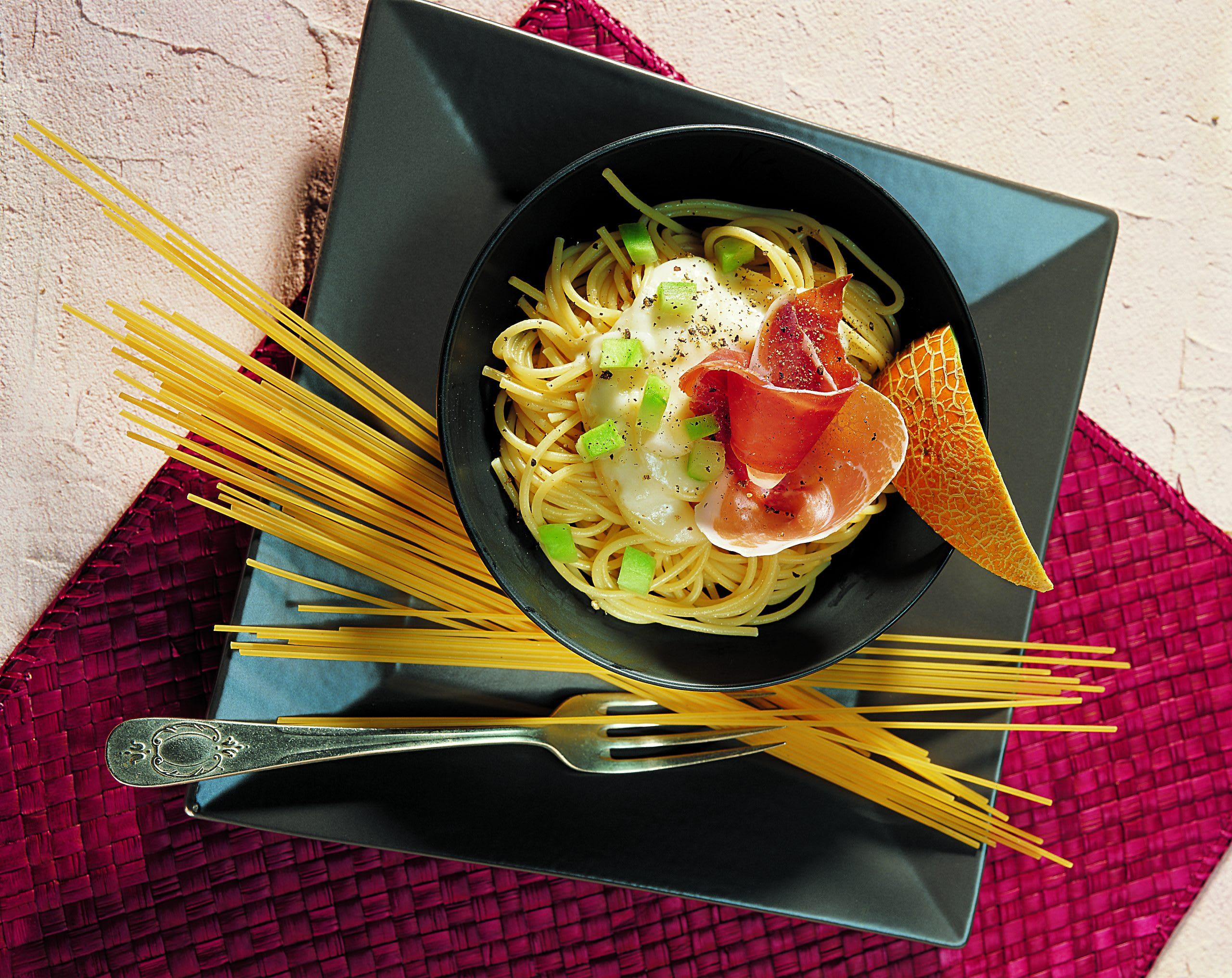 Spaghettis sauce au melon et au jambon