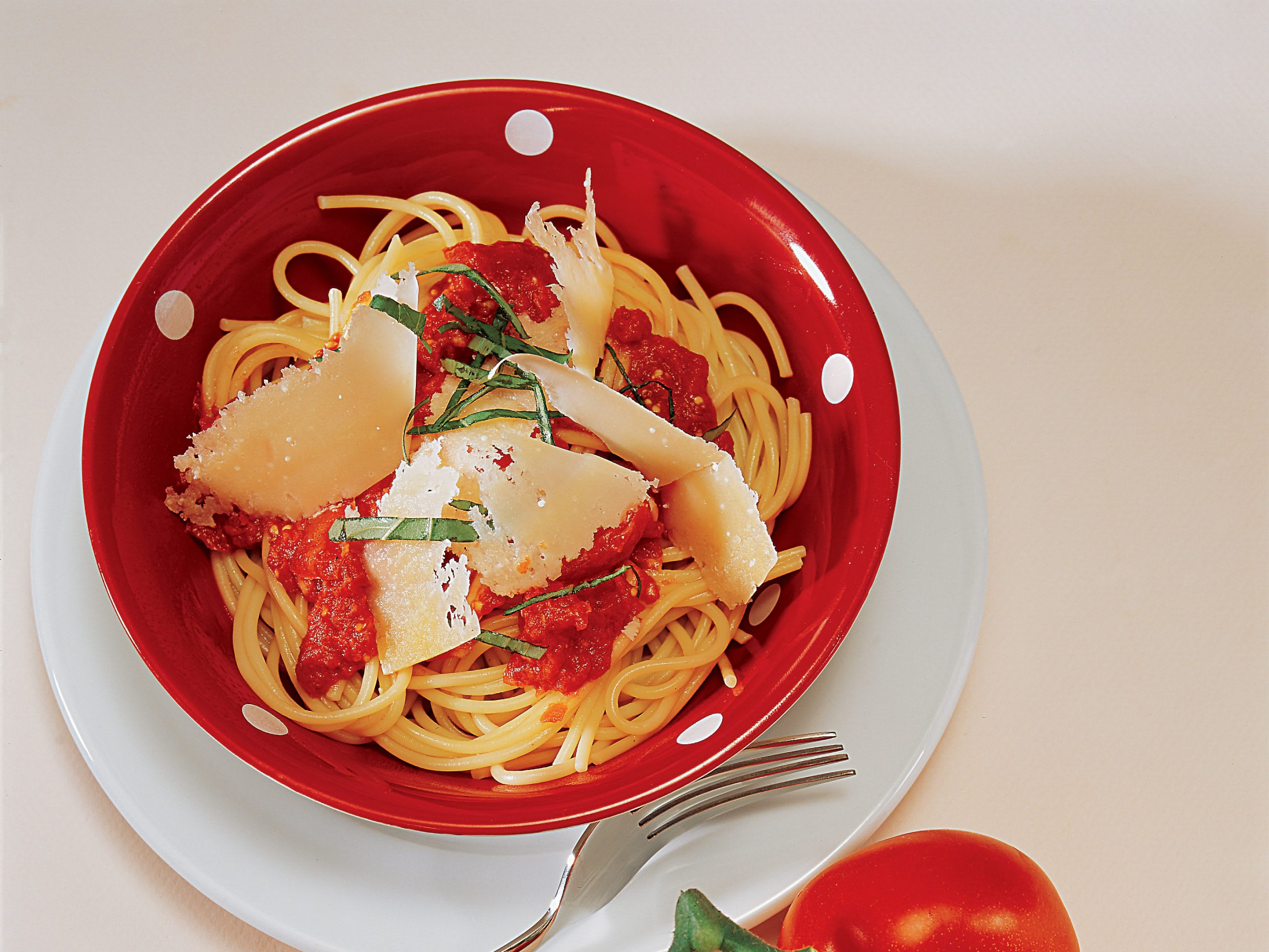 Spaghetti an roher Tomatensauce