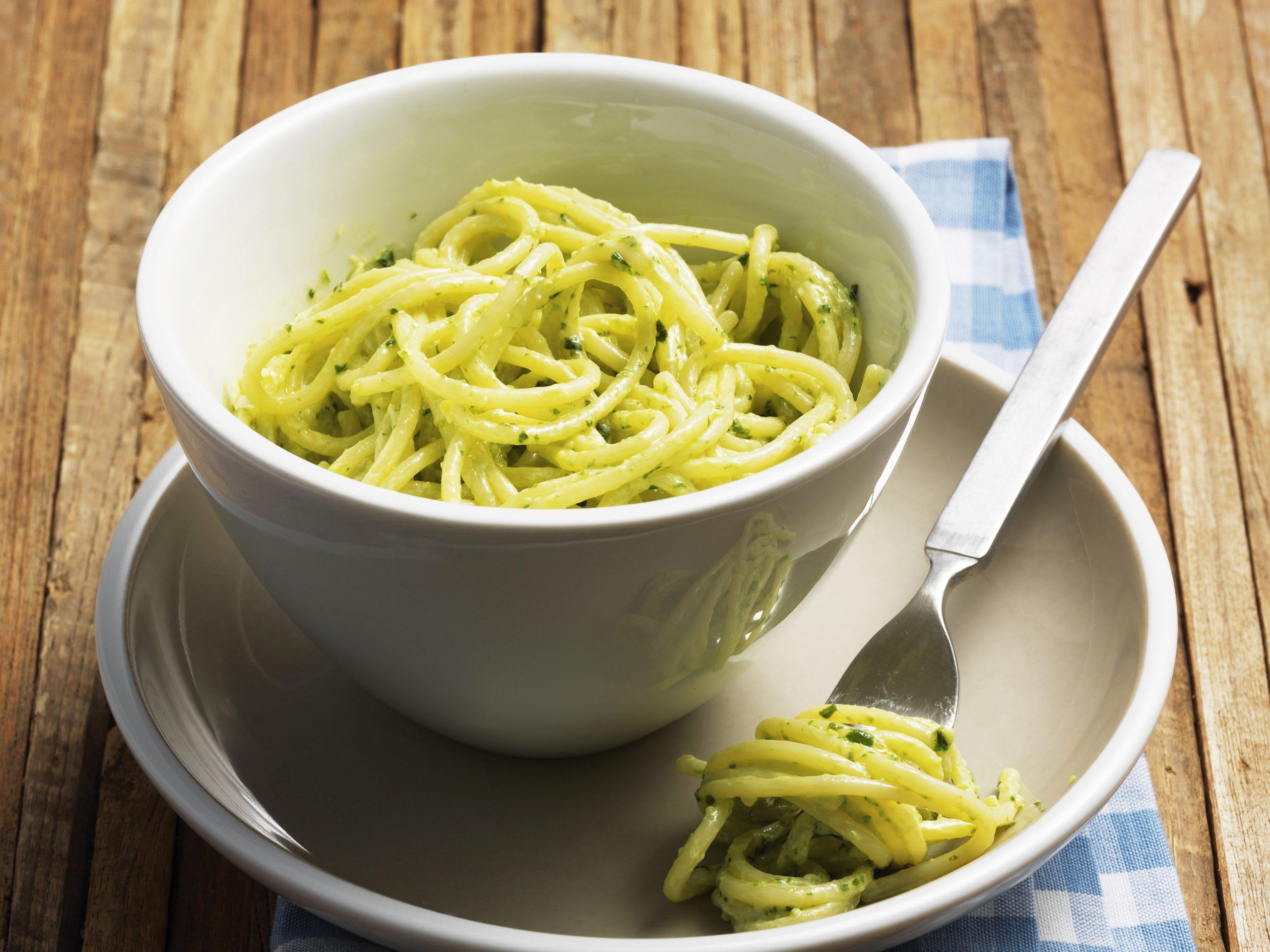 Spaghetti mit Bärlauchpesto-Sauce