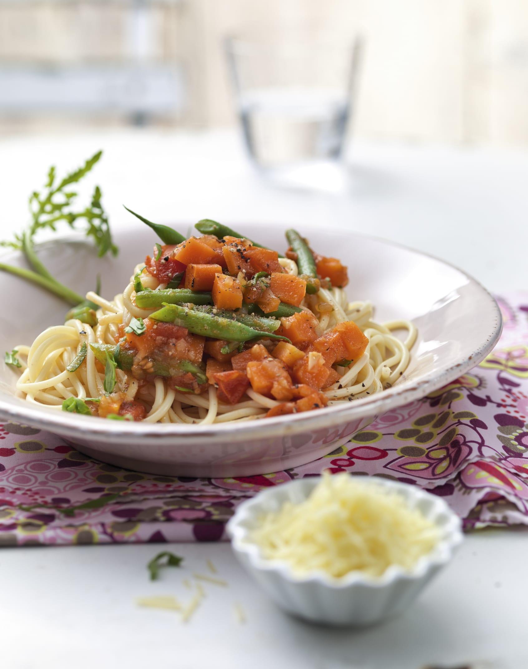Spaghetti aux légumes et à la roquette