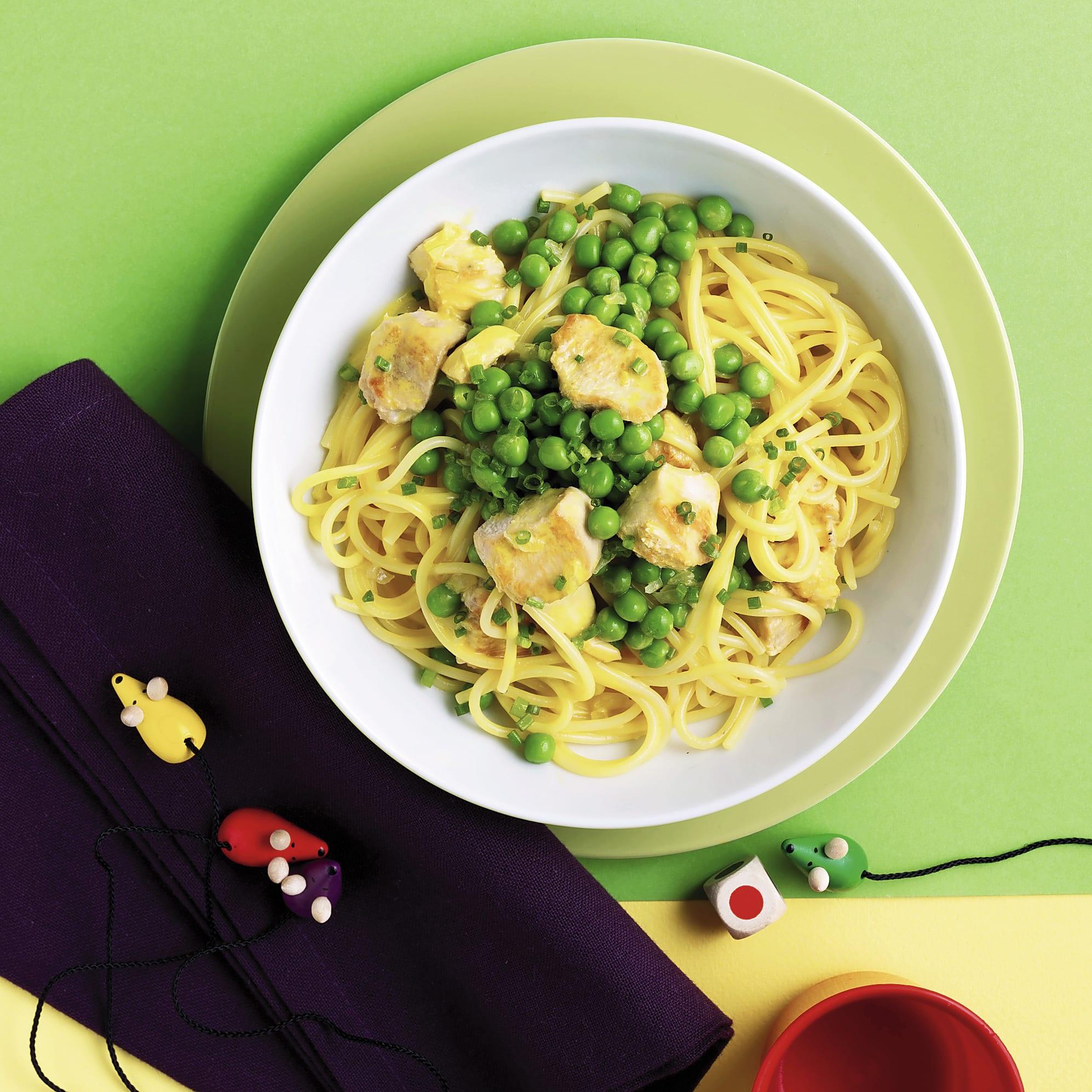 Spaghetti mit Poulet-Erbsen-Sauce
