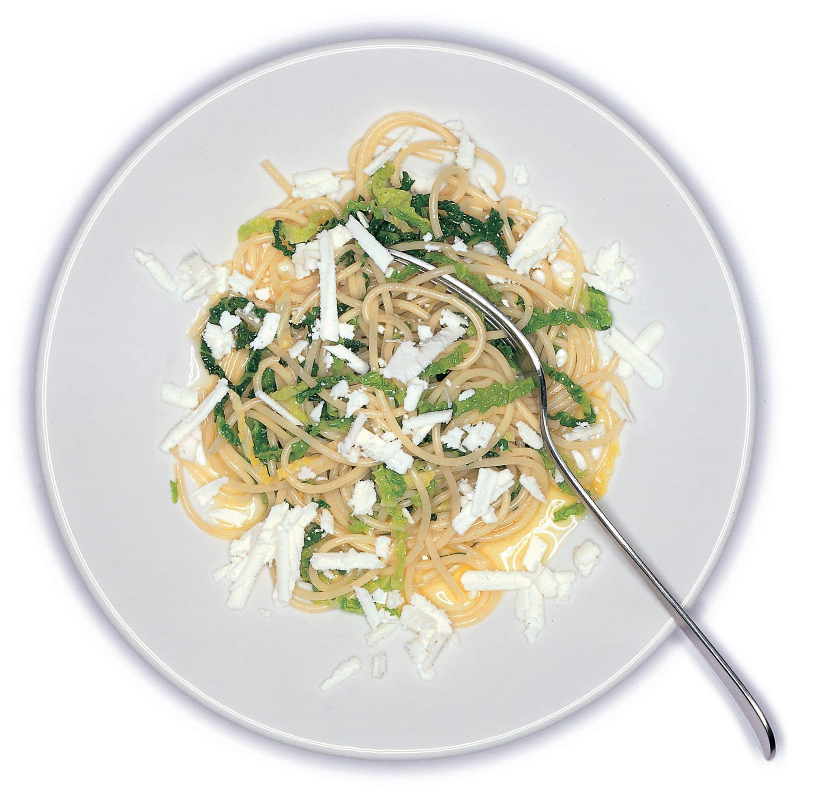 Spaghetti mit Salbei, Wirz und Frischkäse