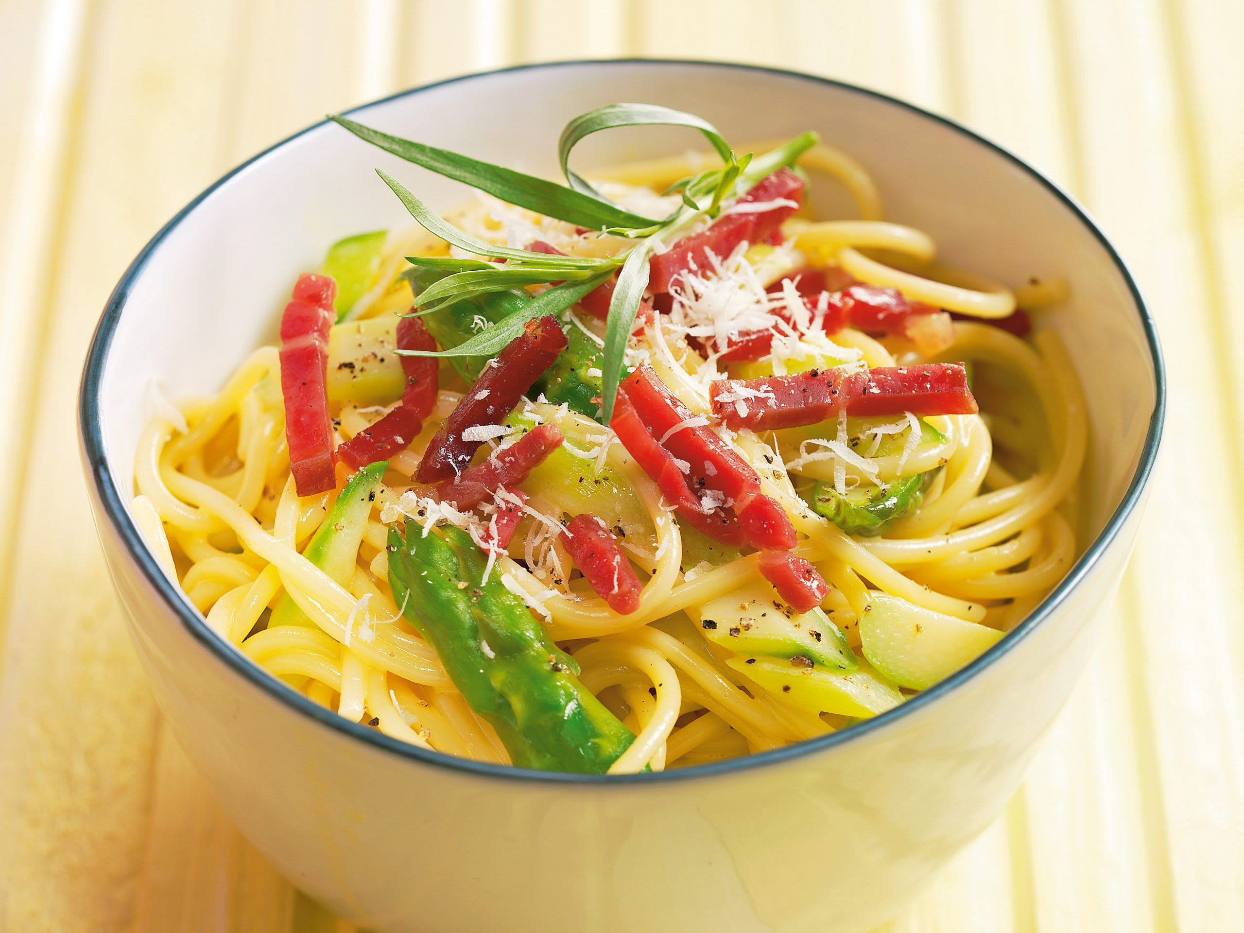 Spaghetti carbonara aux asperges