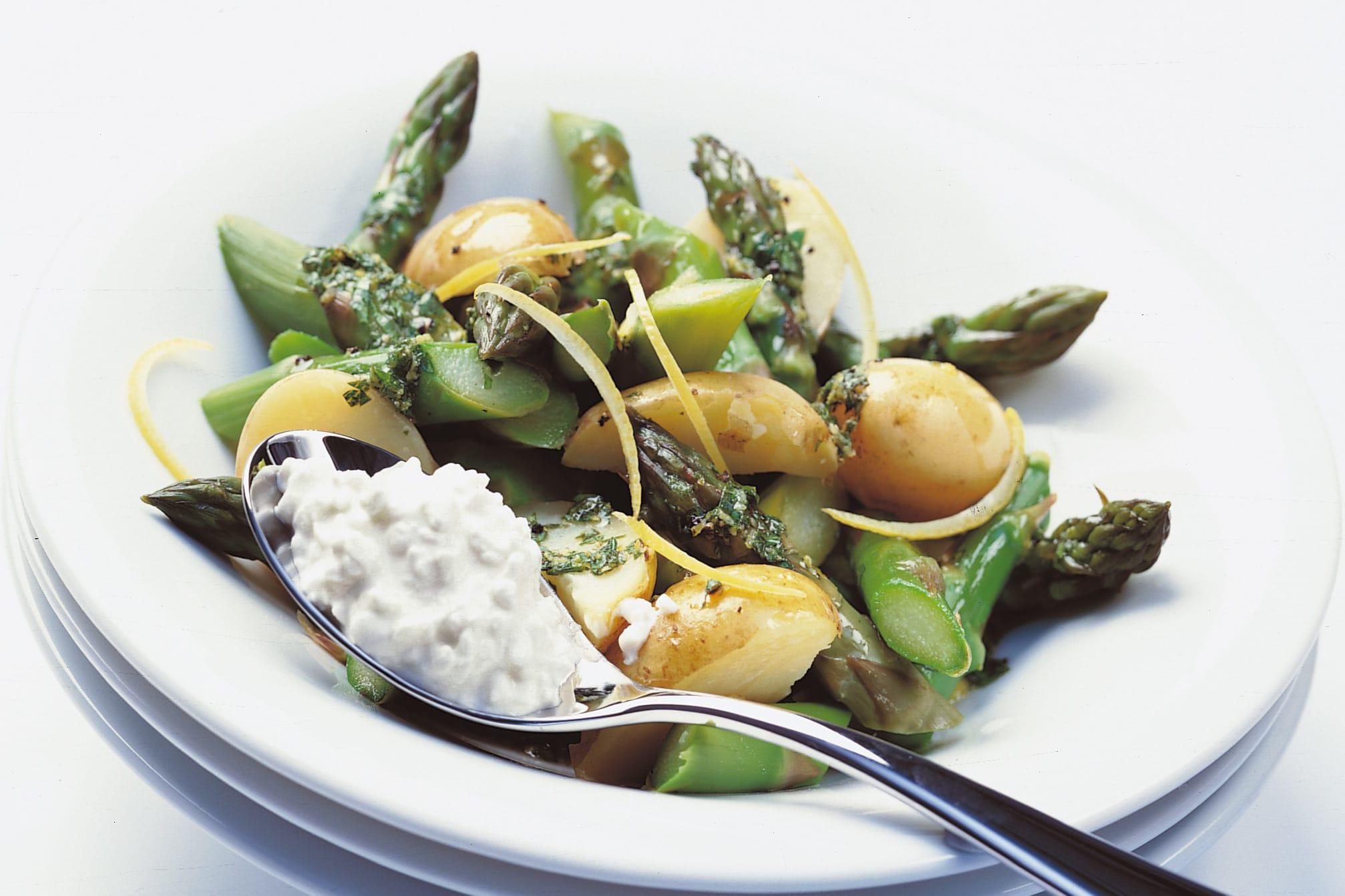 Spargel-Kartoffelsalat mit Hüttenkäse