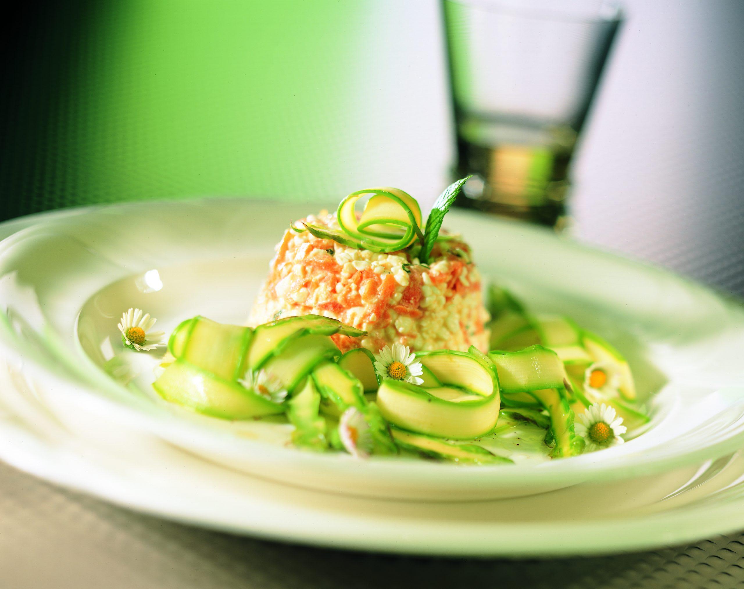 Spargel-Rüebli-Salat mit Hüttenkäse