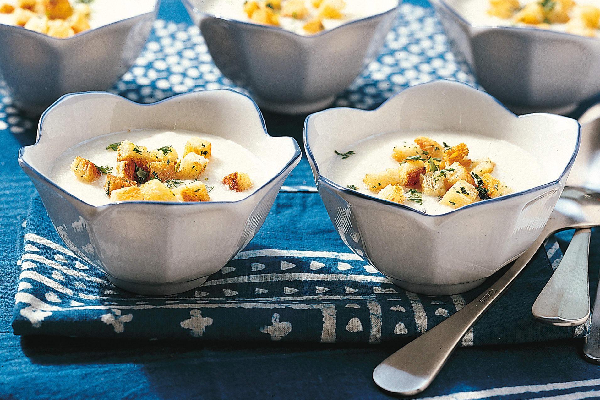 Crème d'asperges avec croûtons
