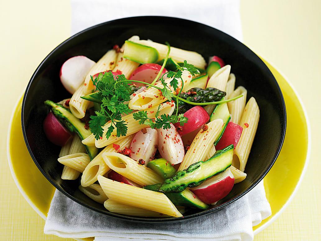 Pâtes aux asperges et aux radis