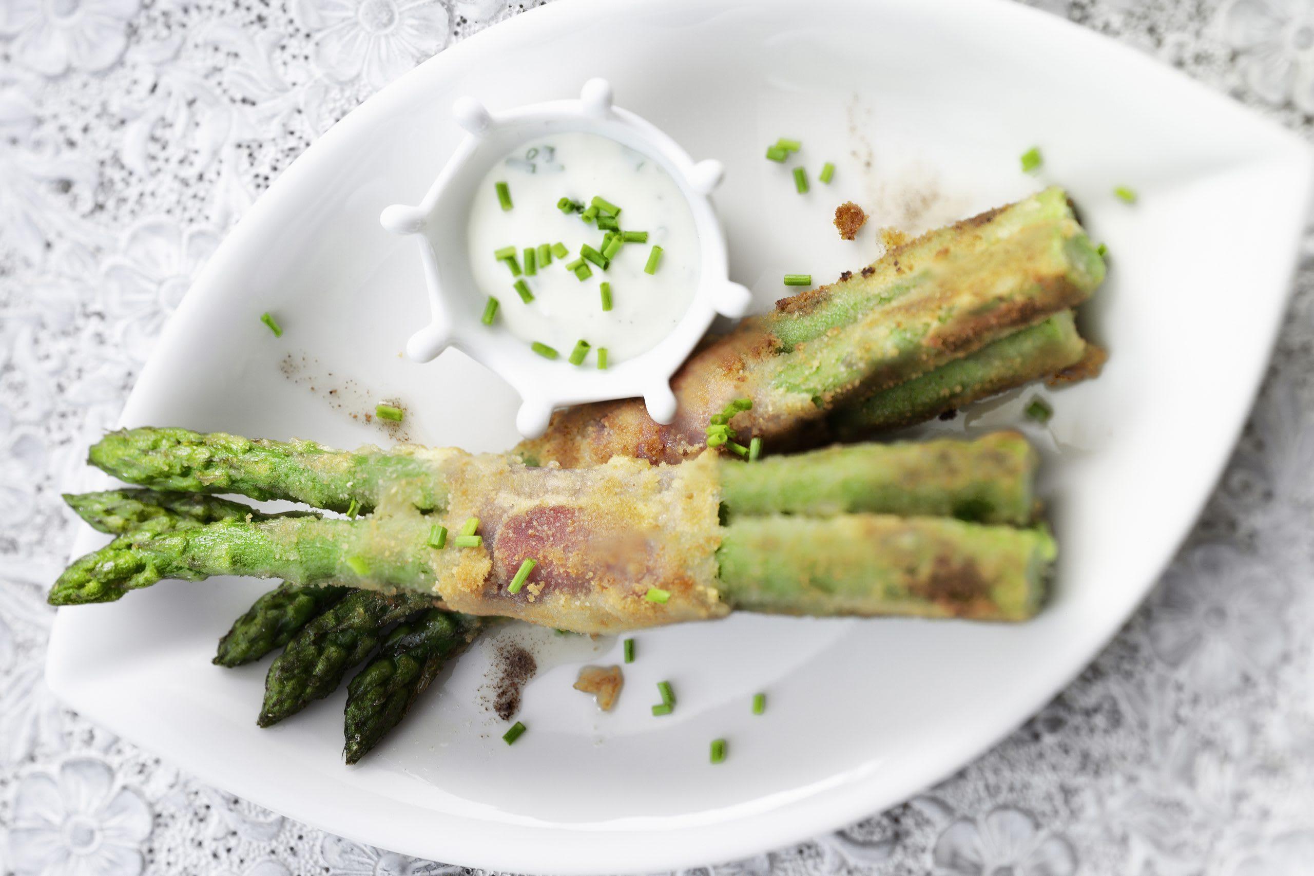 Fagots d'asperges et sauce à la ciboulette