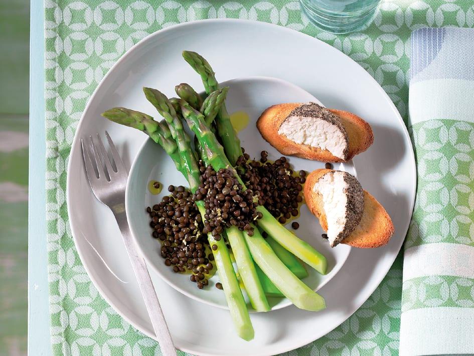 Salade d'asperges tièdes et vinaigrette aux lentilles