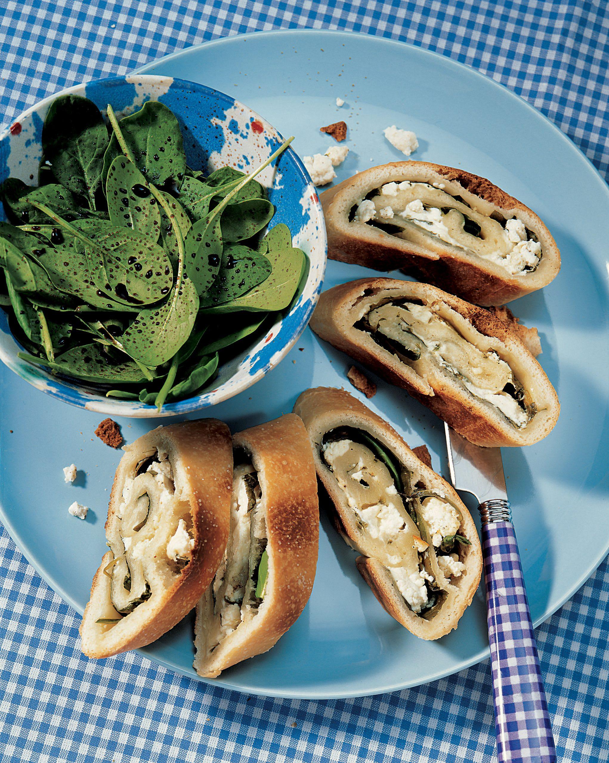 Roulade d'épinards au fromage frais et salade de pousses d'épinards