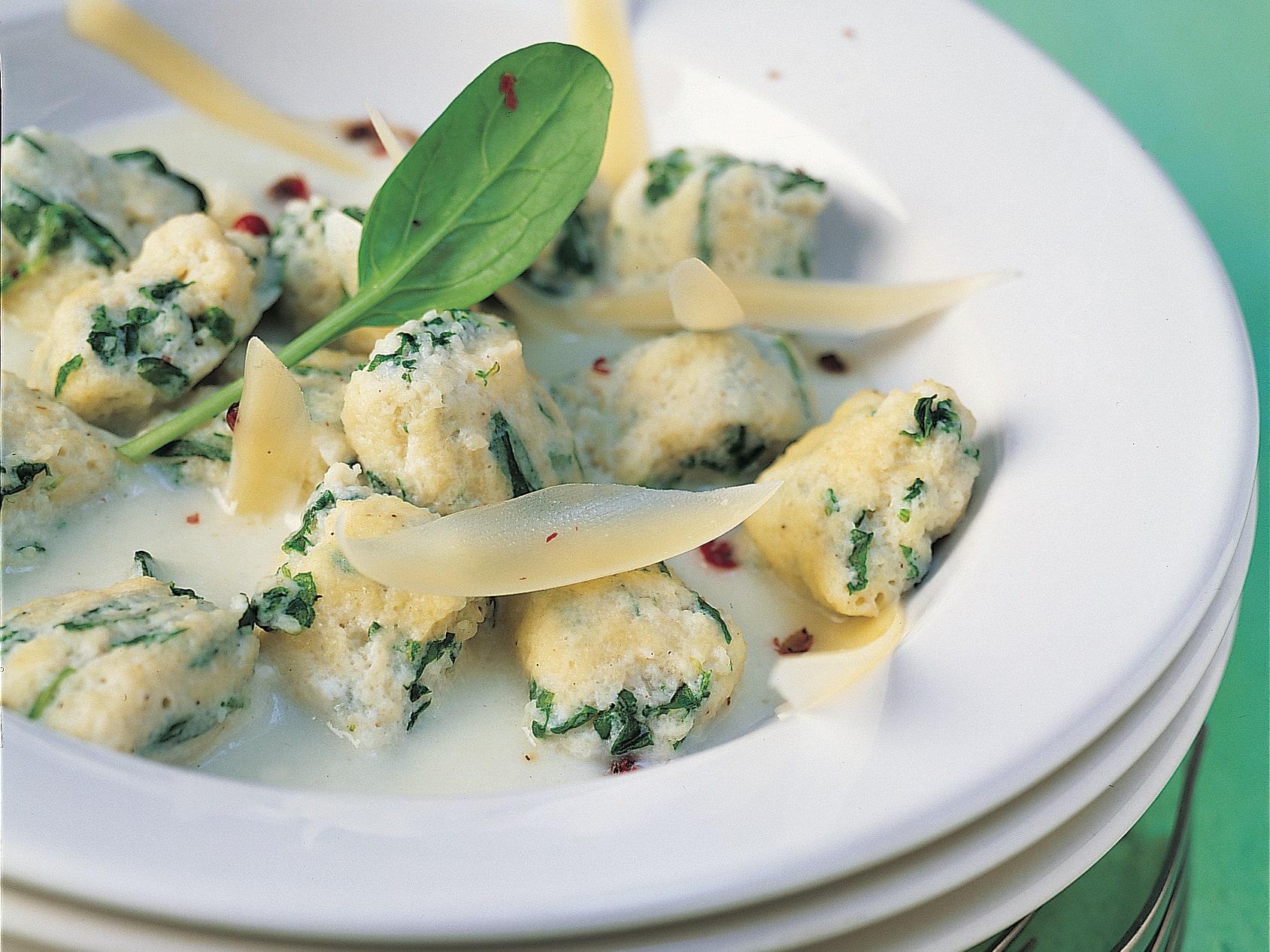 Spinat-Gnocchi mit Kohlrabisauce