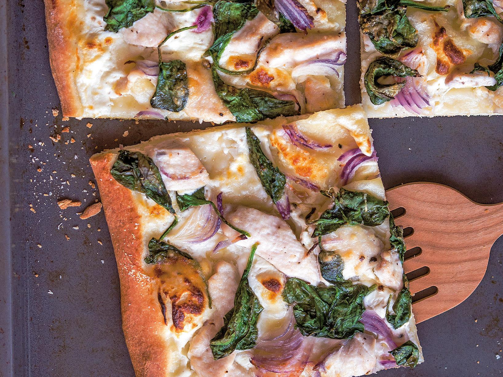 Pizza aux épinards et au poulet