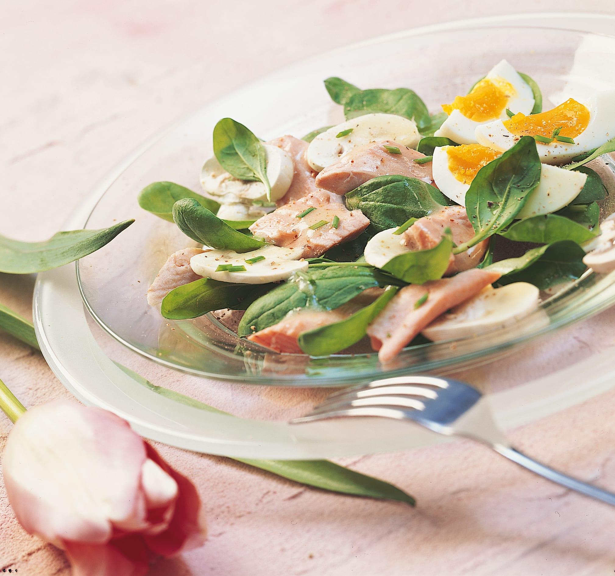 Salade d'épinards à la truite saumonée