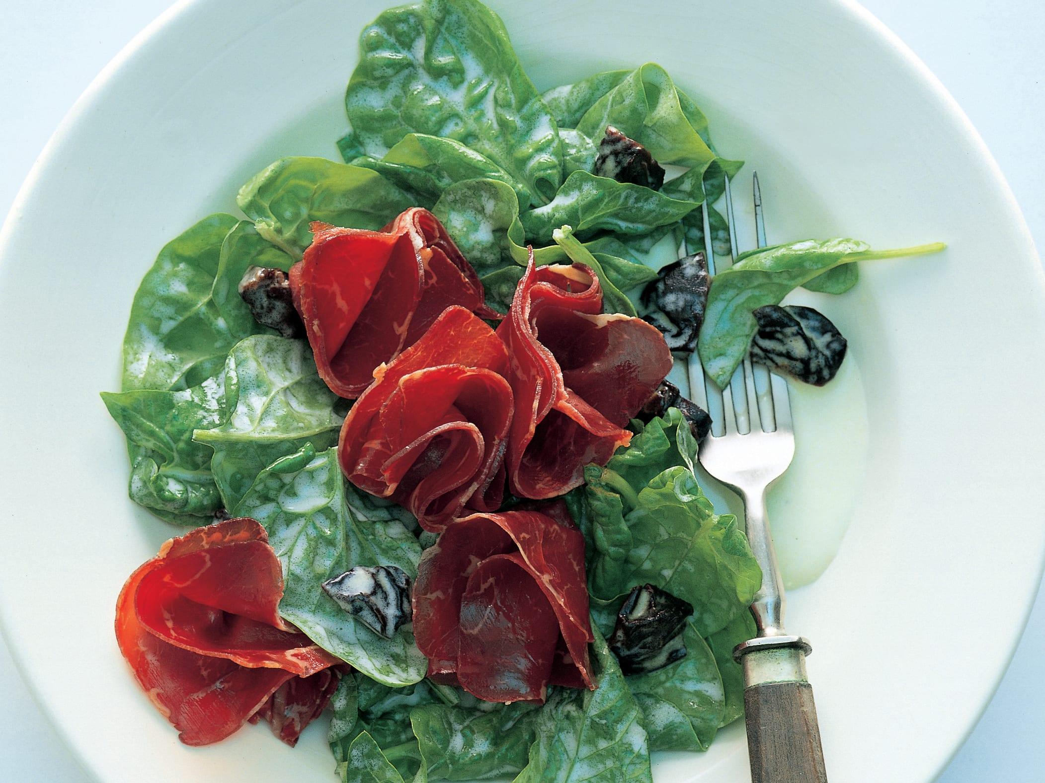 Spinatsalat mit mariniertem Bündnerfleisch