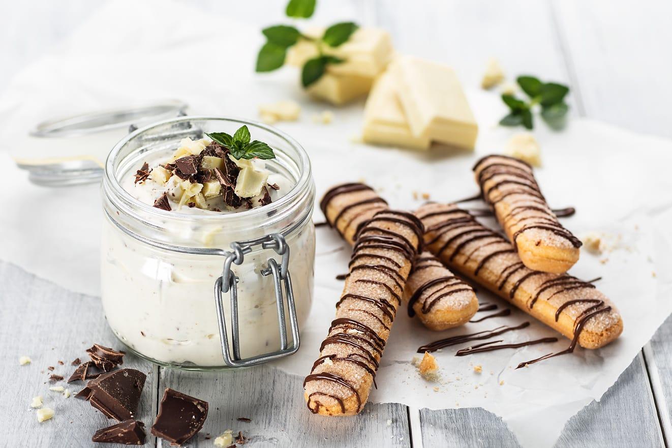 Yogourt stracciatella à la crème et biscuits à la cuillère