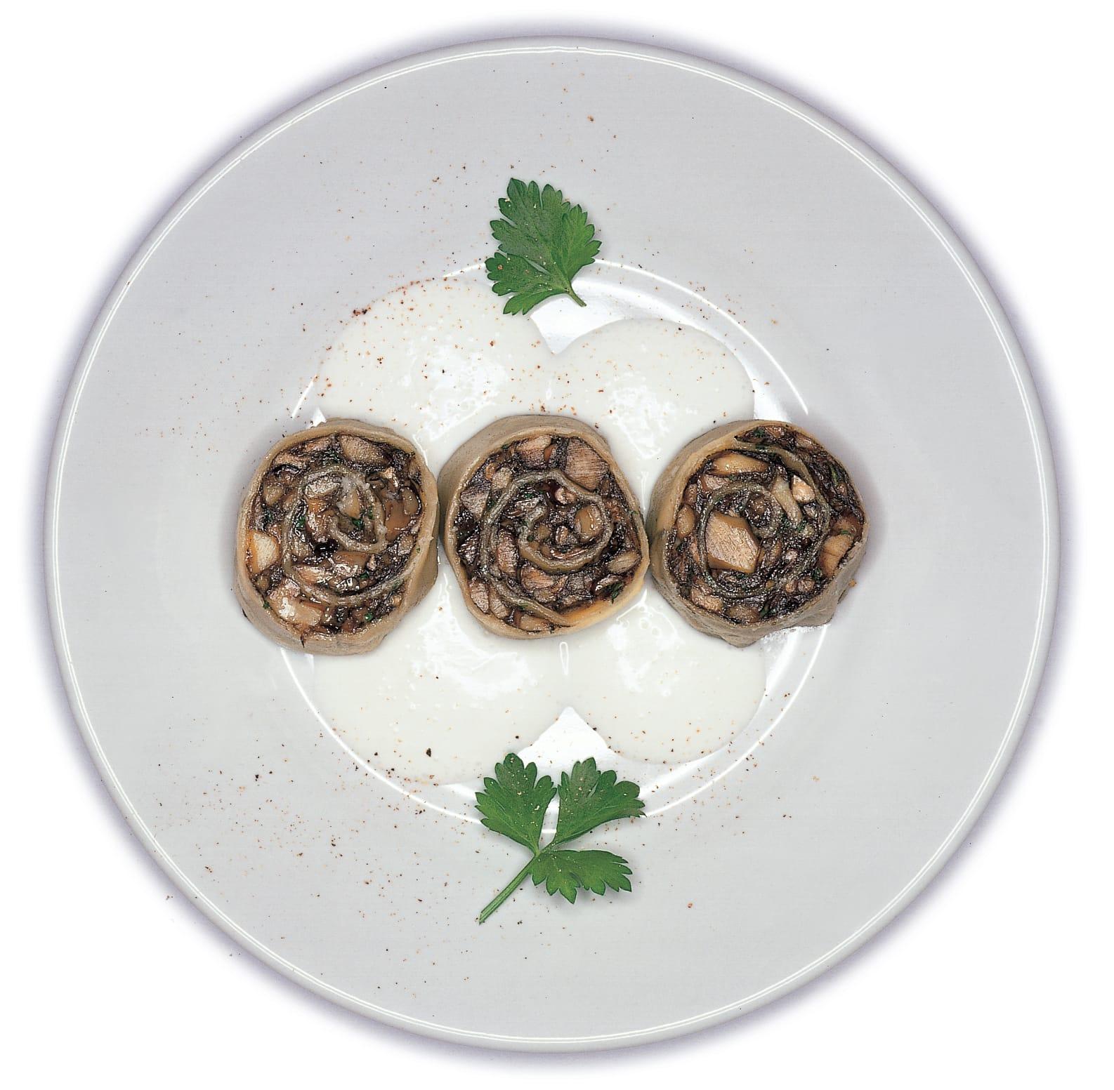 Escargots de pâte aux cèpes et sauce au fromage frais