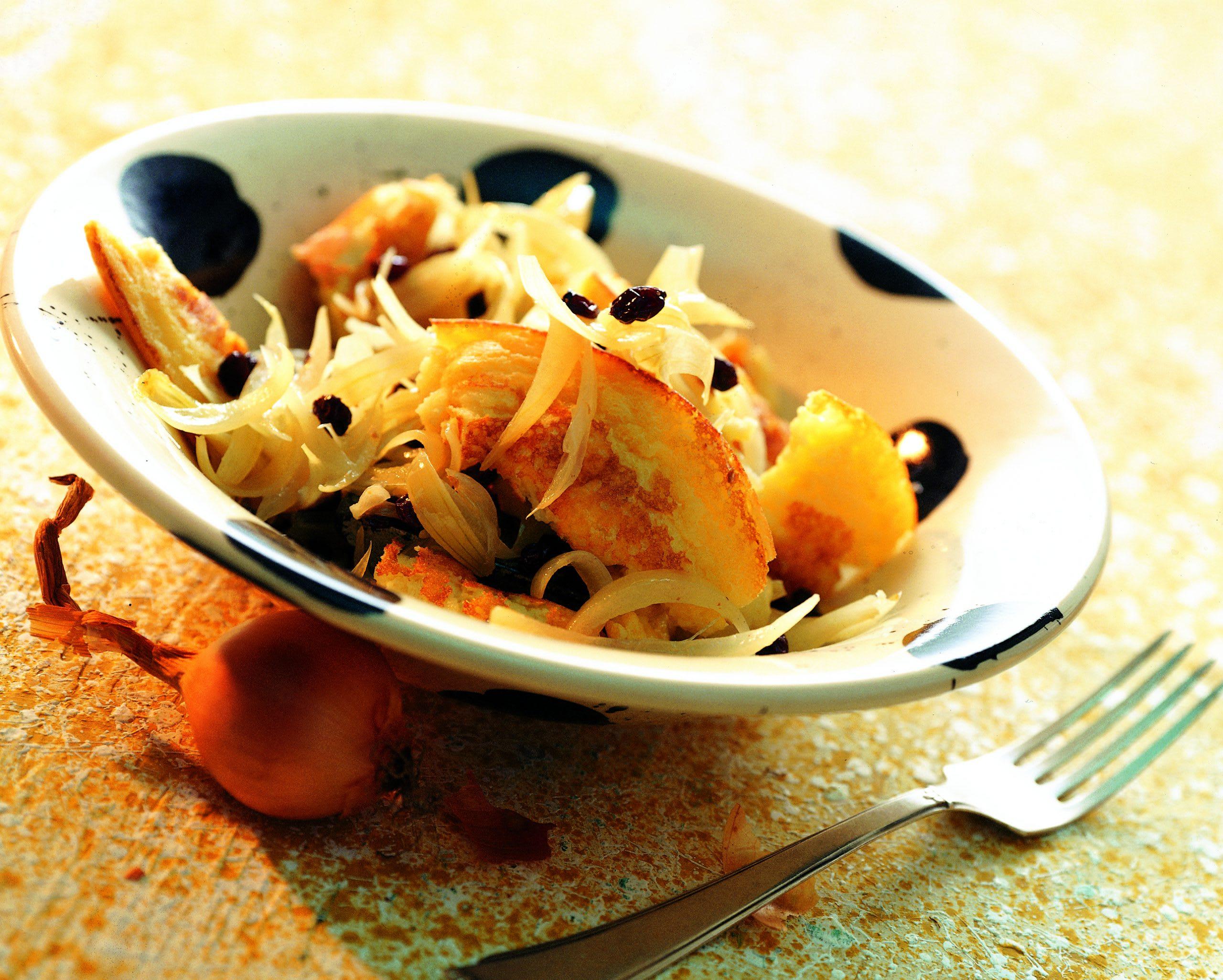 Tilsiter-Tatsch mit Zwiebel-Korinthen-Gemüse