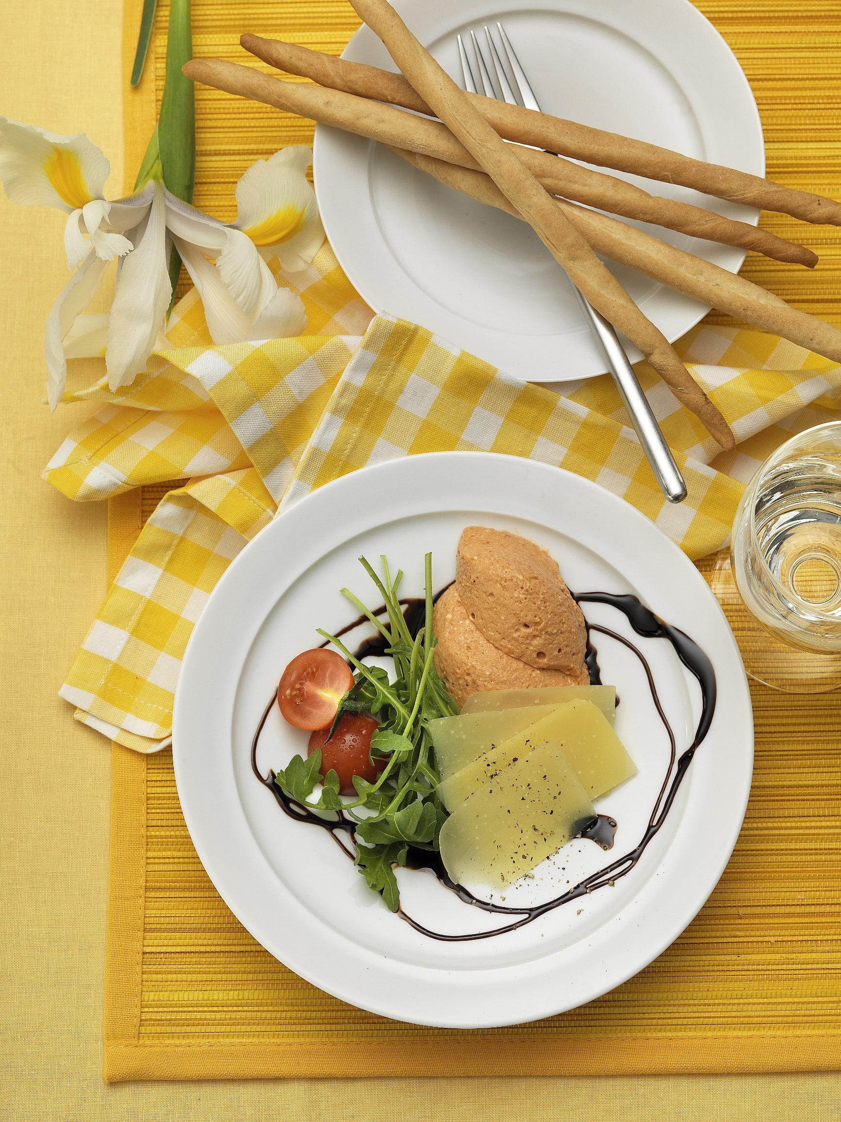 Tomaten-Mousse mit Rucola und Sbrinz