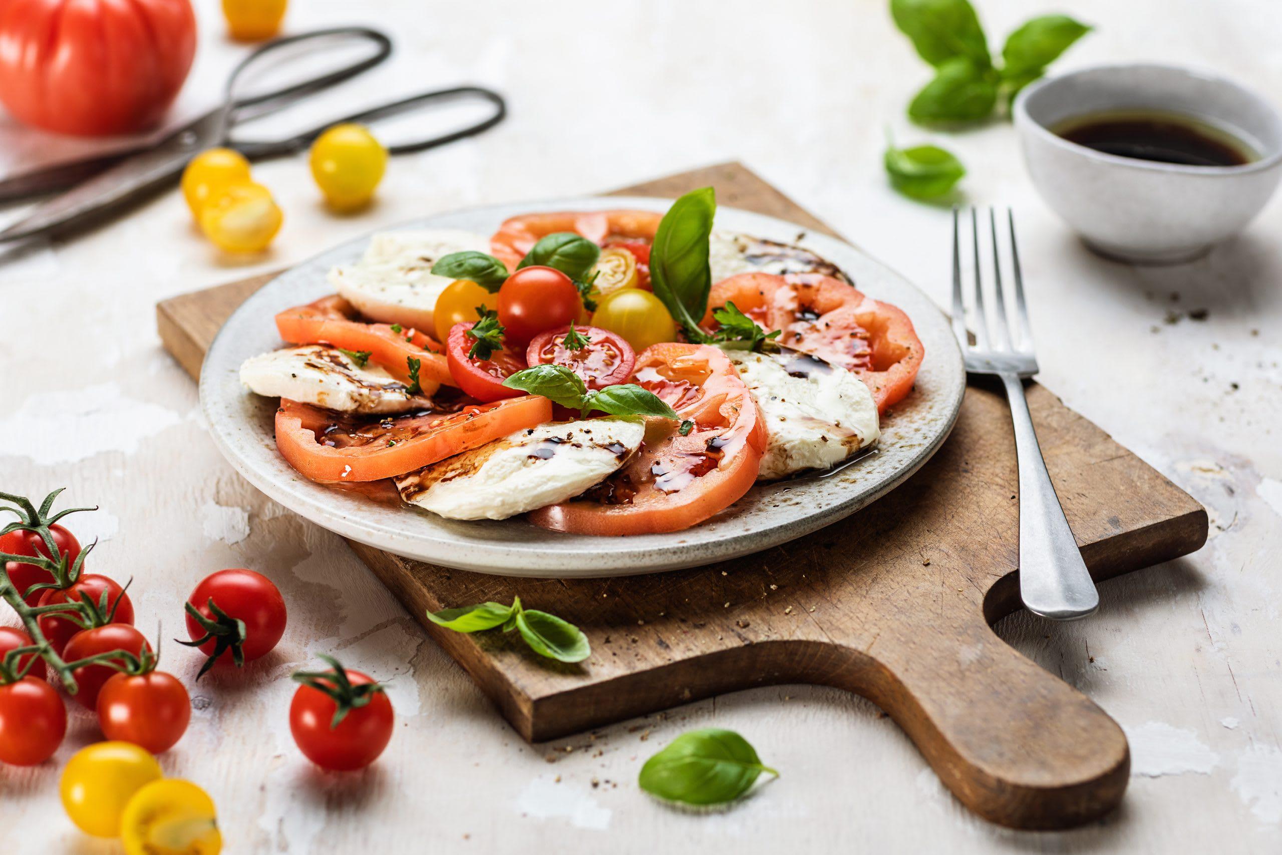 Salade caprese (salade tomate-mozzarella)