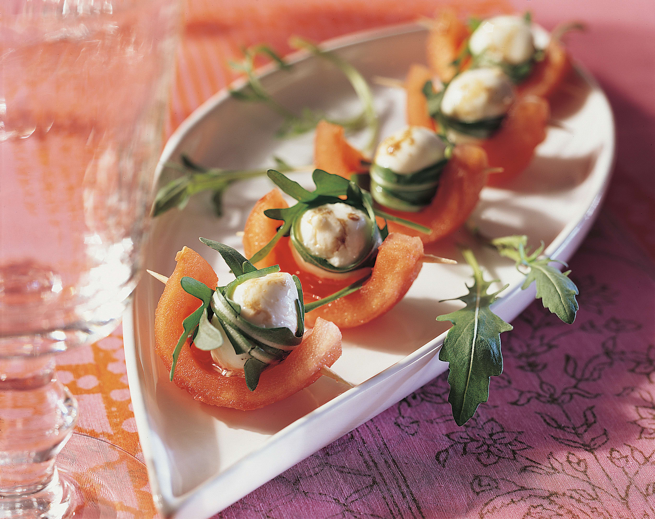 Tomaten-Rucola-Schiffchen