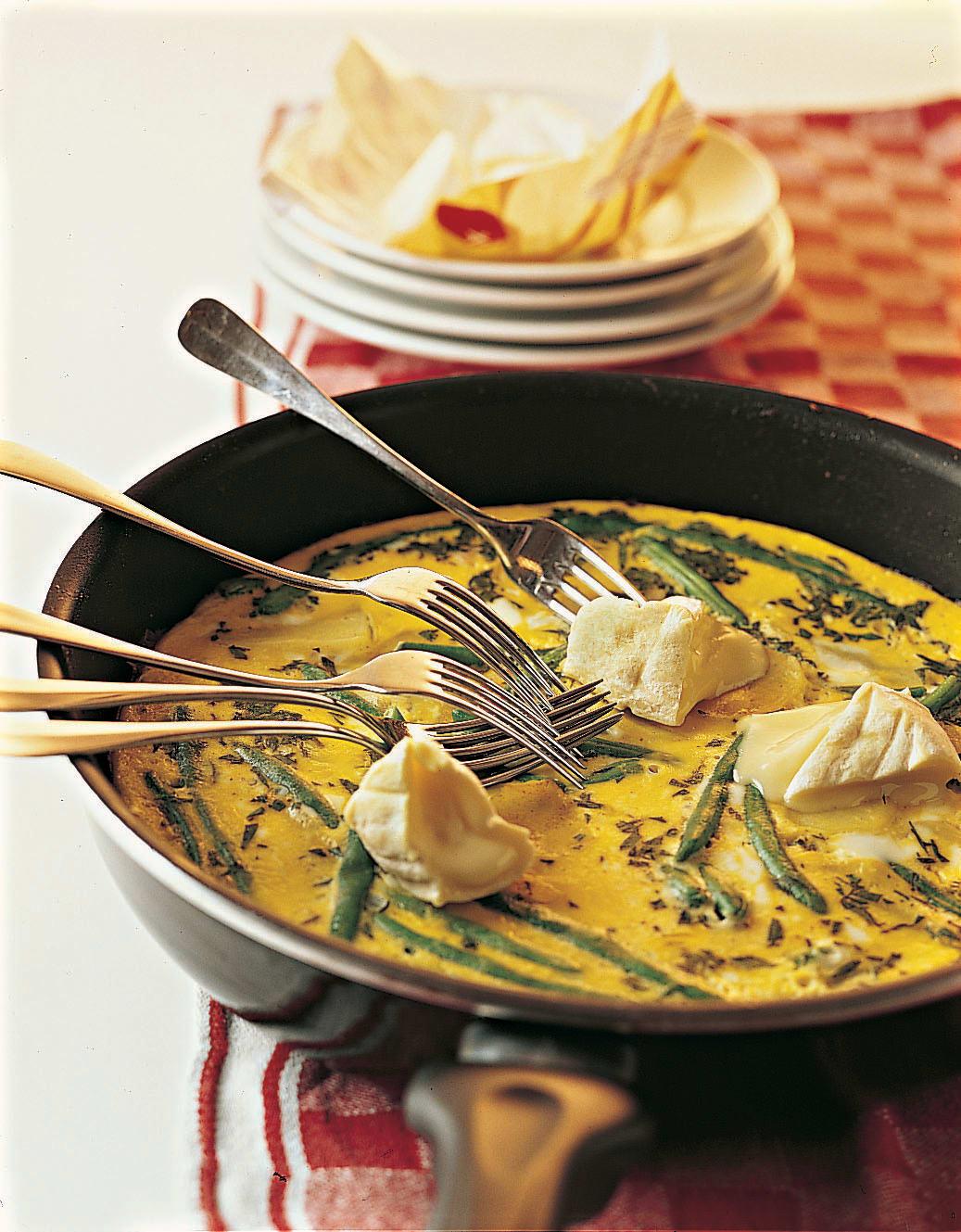 Tortilla mit Bohnen und Weichkäse