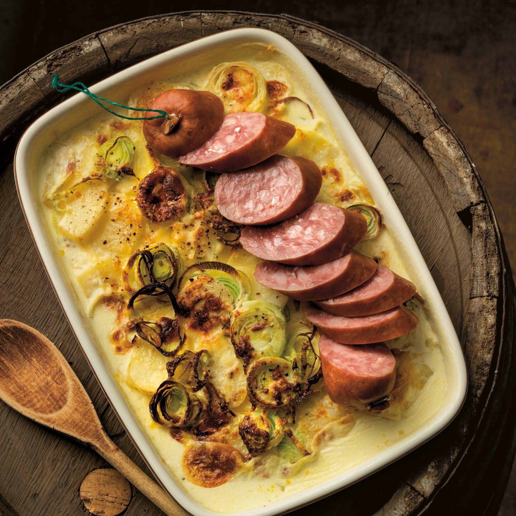 Treberwurst mit Kartoffel-Lauch-Gratin