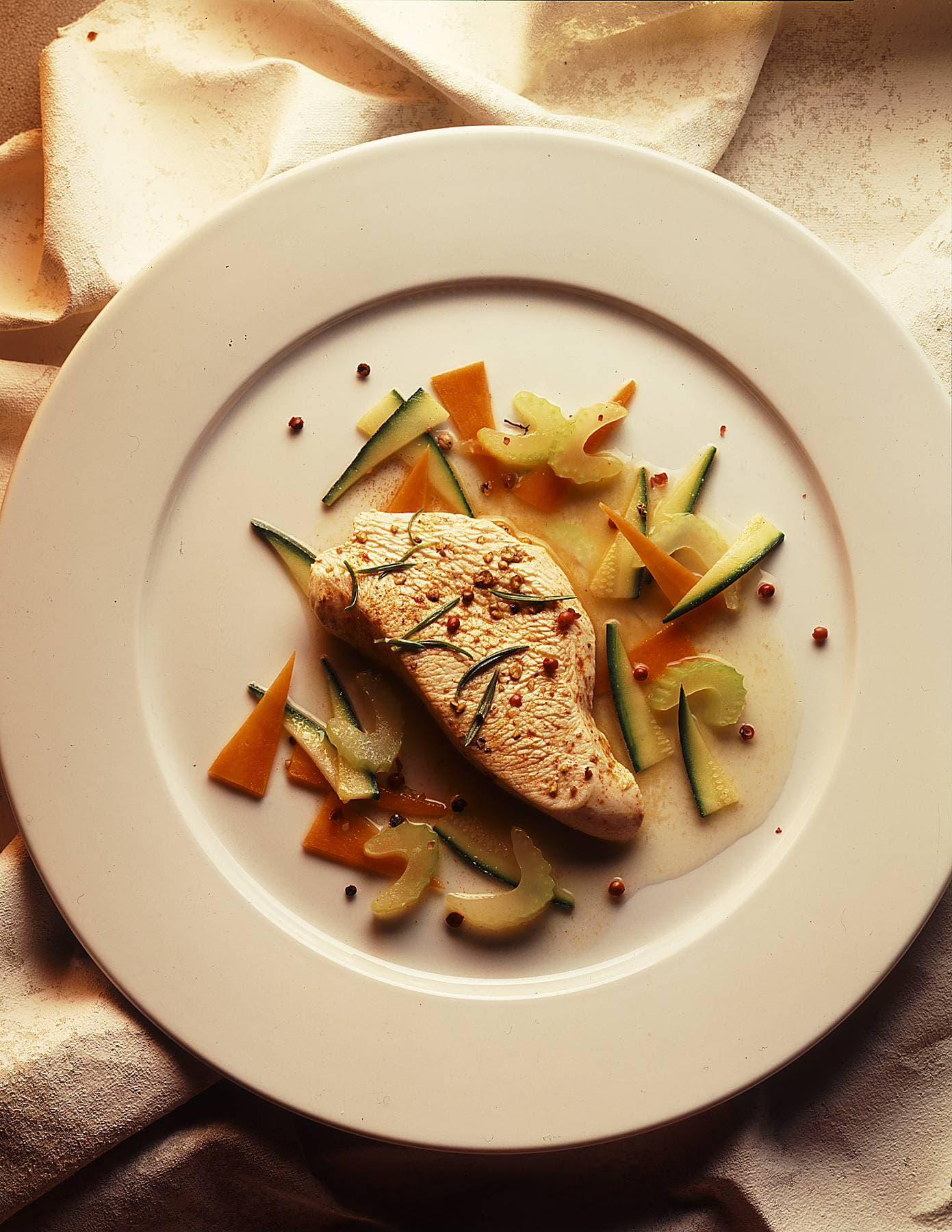 Truthahnschnitzel auf Gemüsebett