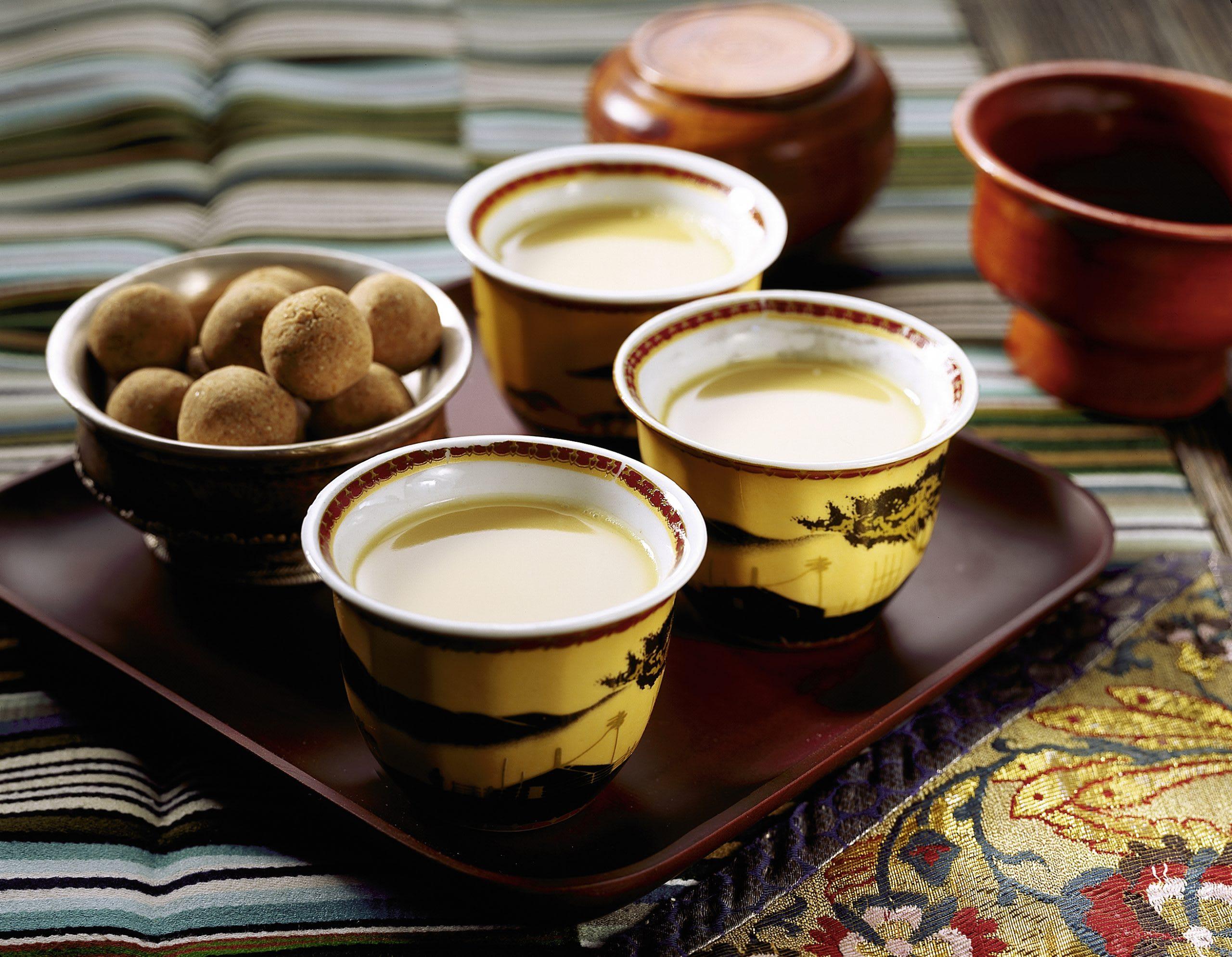 Tsampa et thé au beurre (déjeuner tibétain)