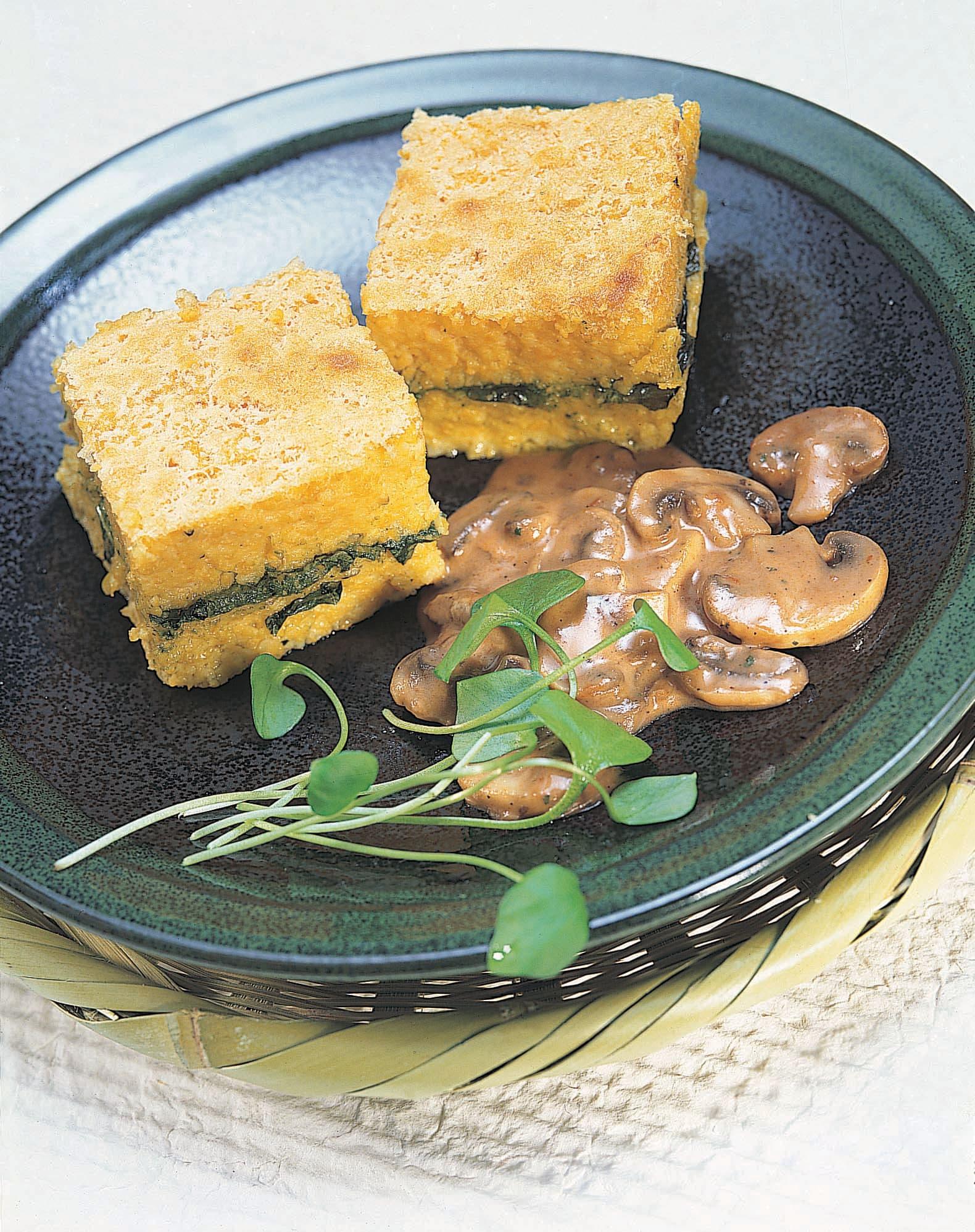Polenta gratinée à l'ail des ours - sauce forestière à la crème