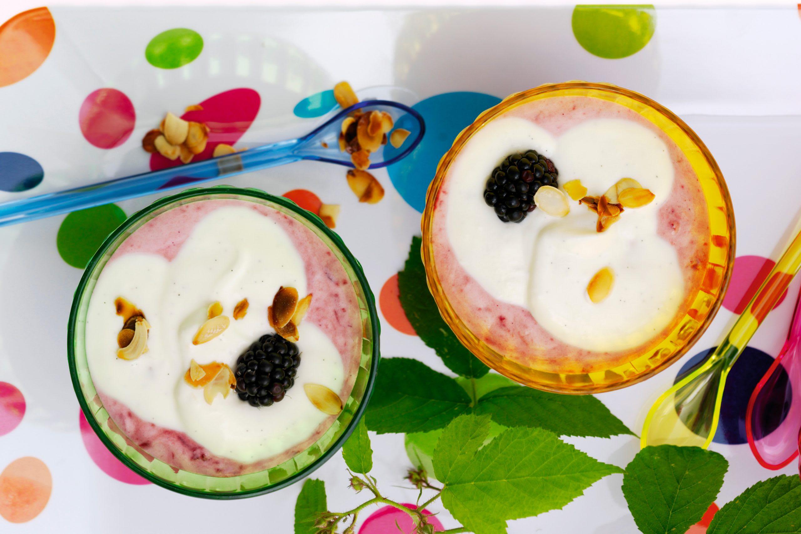 Crème yogourt-vanille et purée de mûres