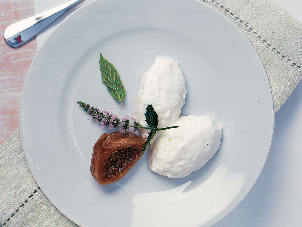 Vanille-Mousse mit Brandy-Feigen