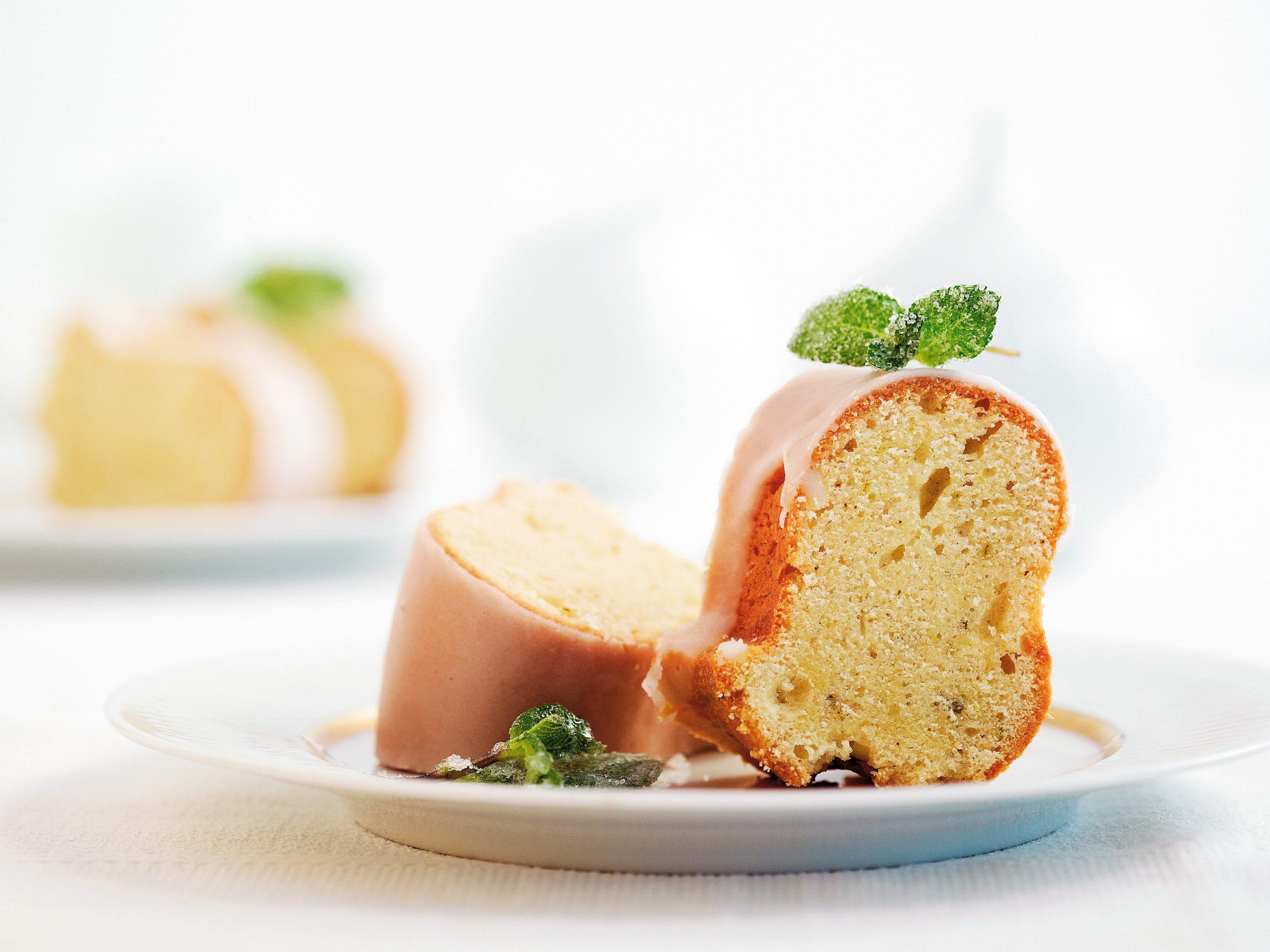 Vanille-Ringkuchen mit verzuckerter Minze