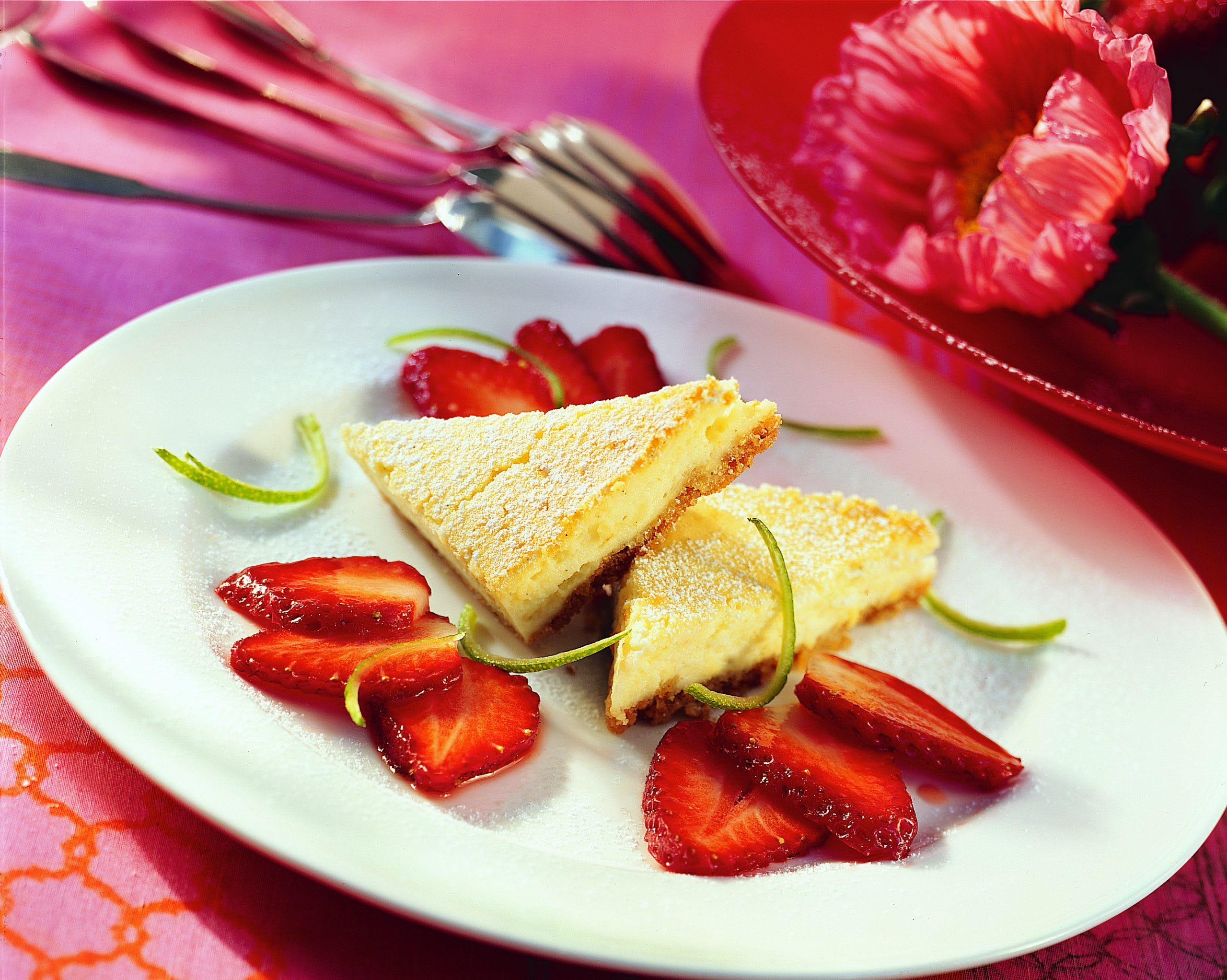 Cheesecake à la vanille et ses fraises marinées