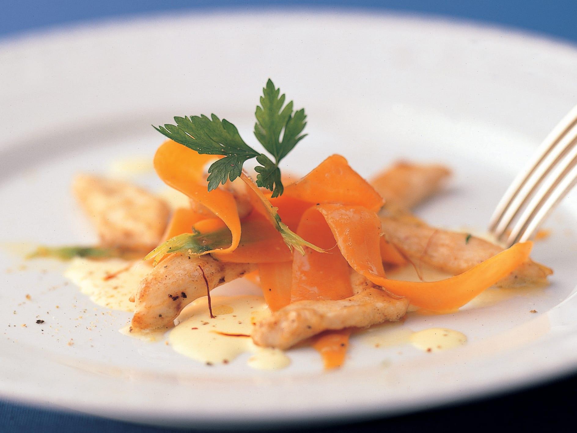 Salade de poulet et de carotte au safran