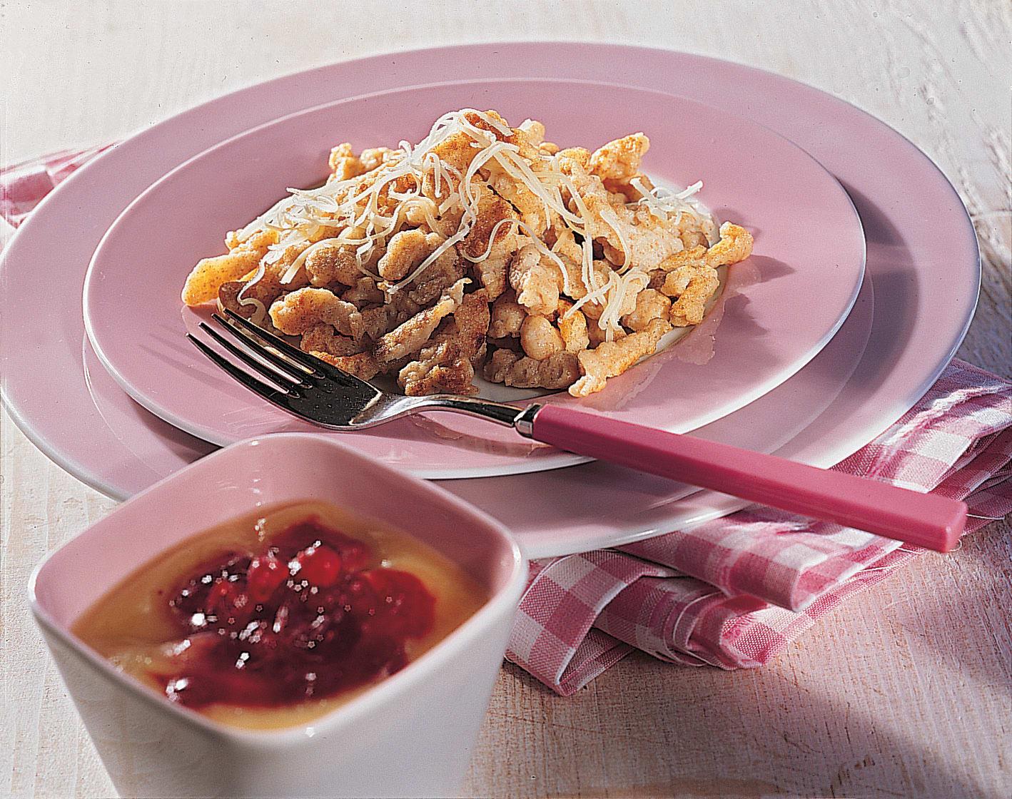 Vollkorn-Knöpfli mit Apfel-Preiselbeermus