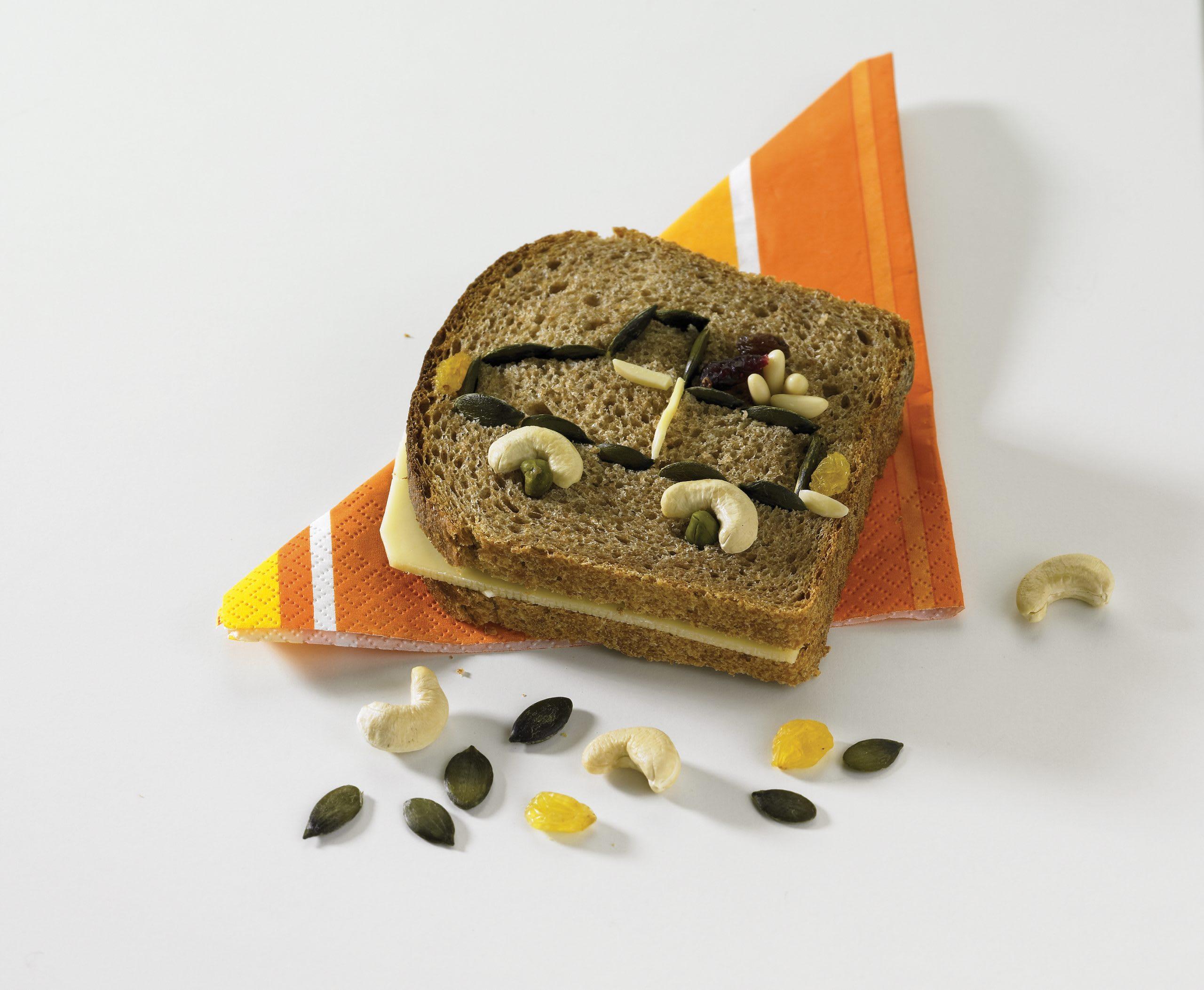 """Sandwich """"décoré"""" au fromage"""