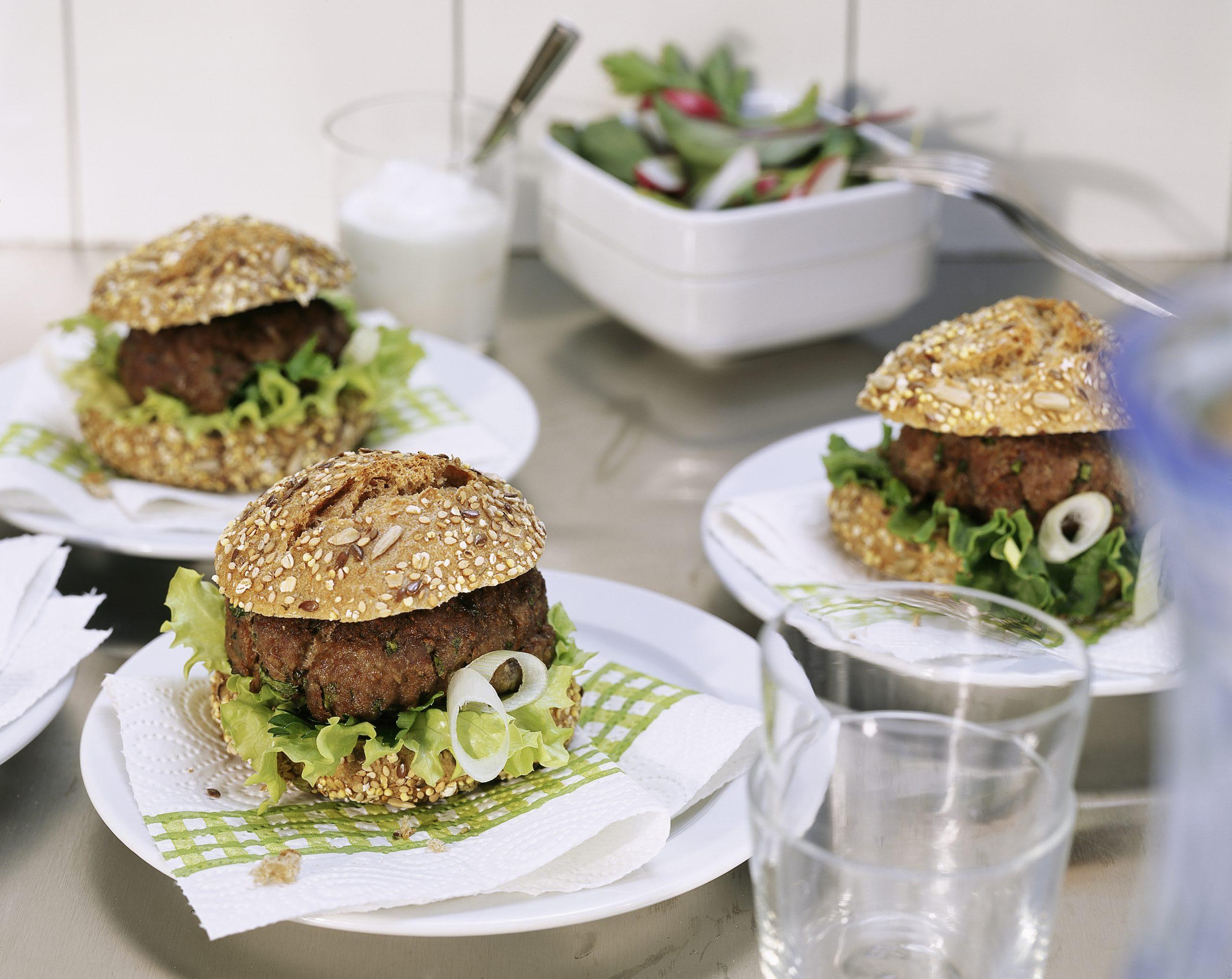 Würzige Hamburger mit Joghurtsauce