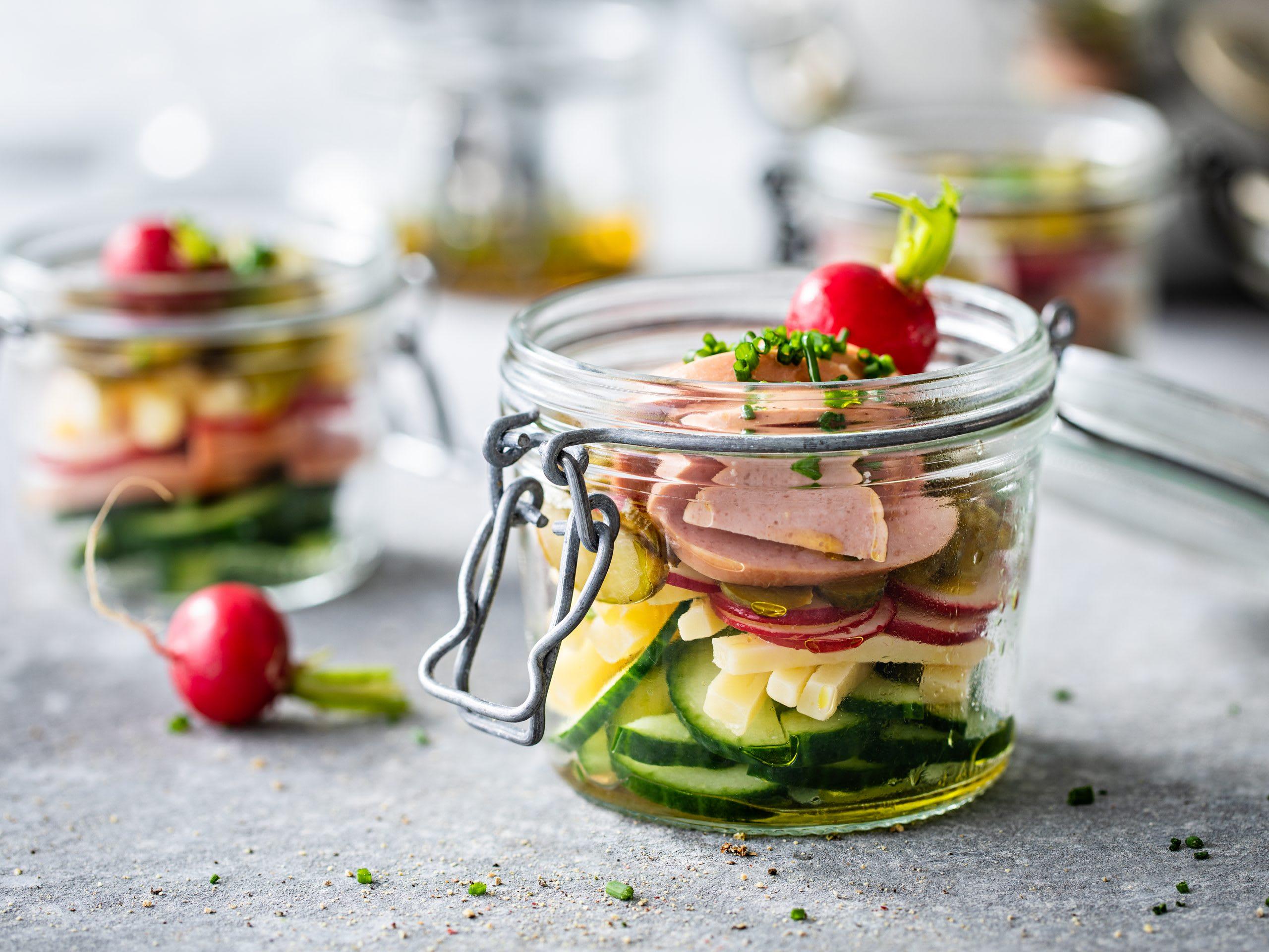 Wurst-Käse-Salat mit Gurken