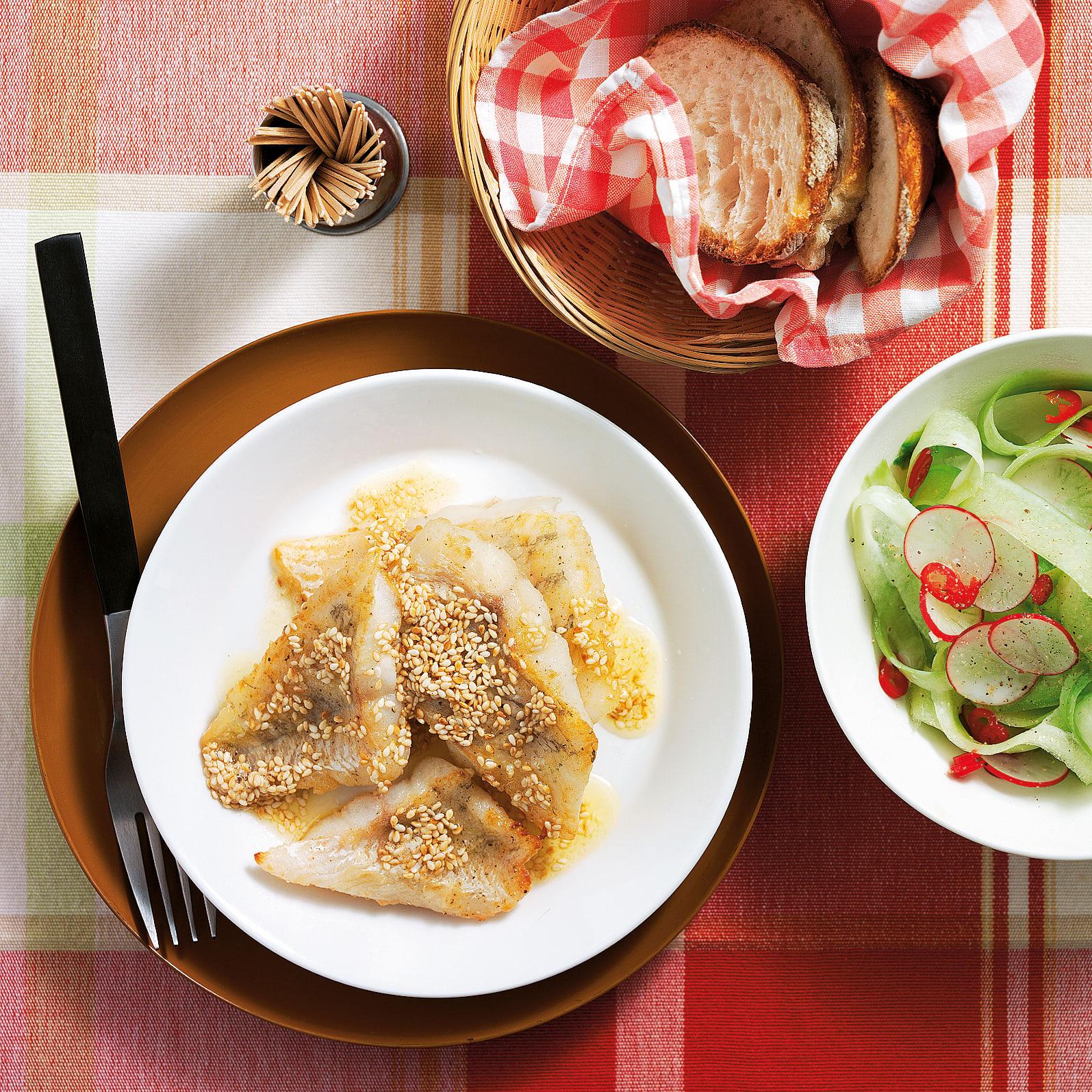 Zander mit Sesam und Gurkensalat