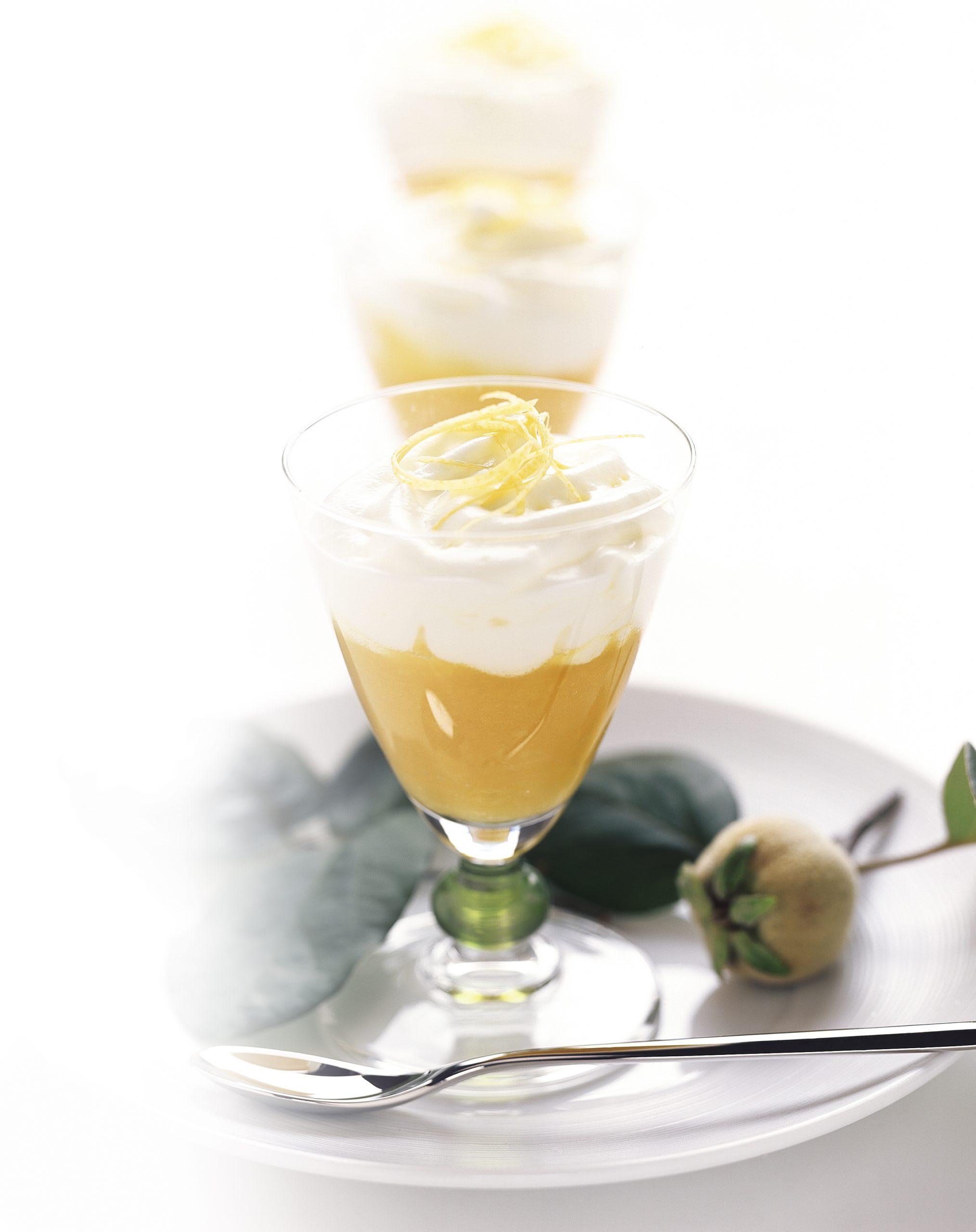 Zitronen-Espuma auf Quittenkompott