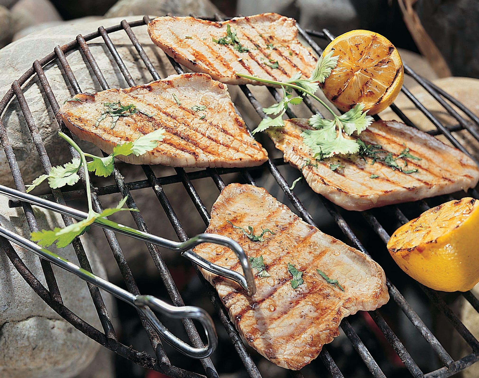 Tranches de veau au barbecue avec citron et coriandre