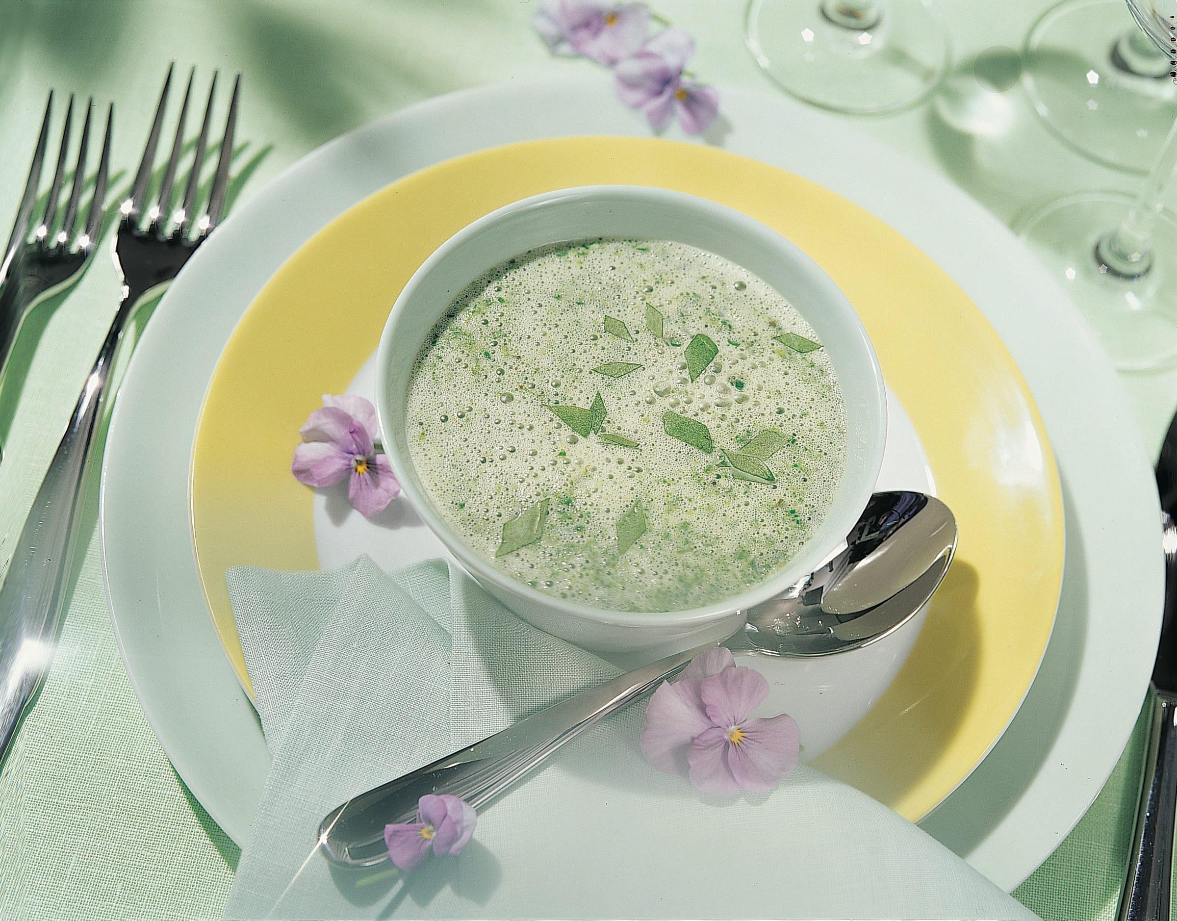 Zitronen-Kräuter-Süppchen