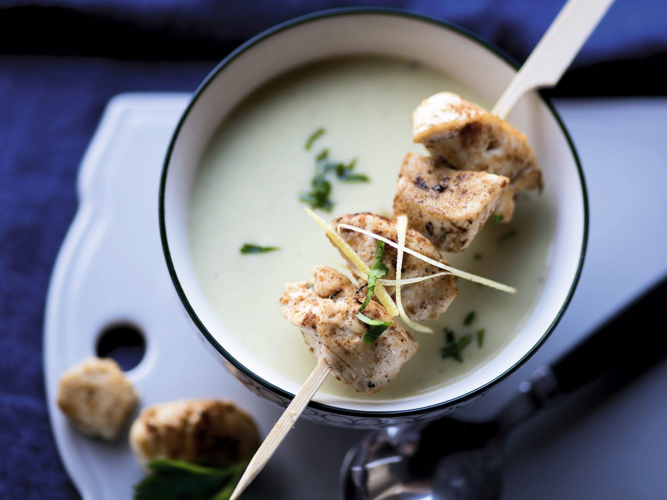 Zitronen-Lauch-Suppe mit Pouletspiessli