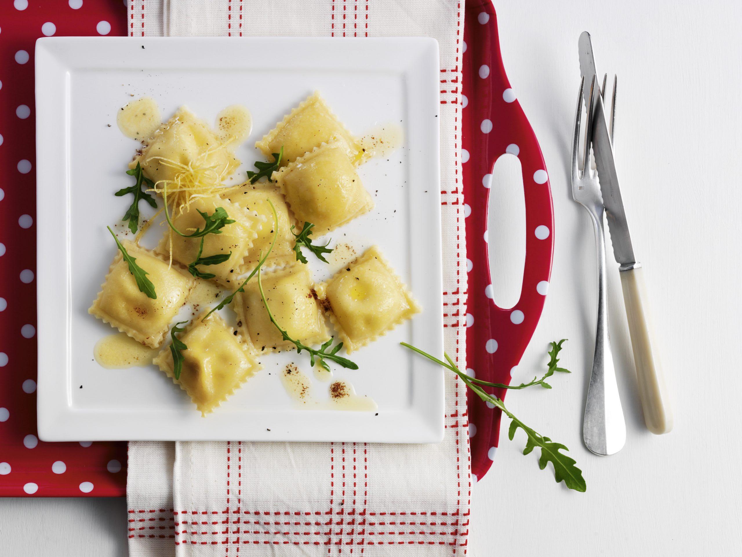 Ravioli citronnés au beurre de roquette